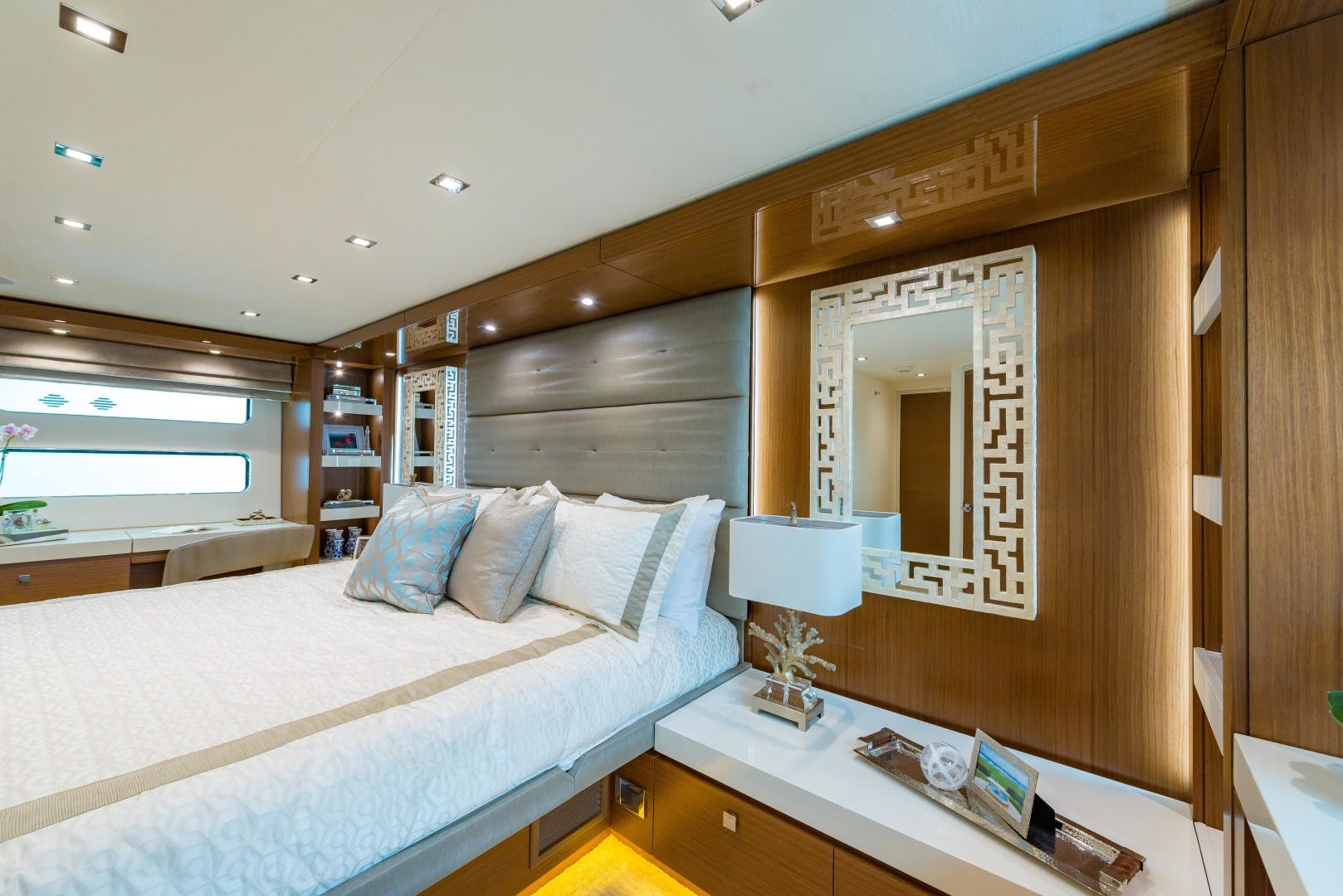 2021 Hatteras 75' M75 NEW BUILD M75 2021 M75TBD21 | Picture 7 of 32