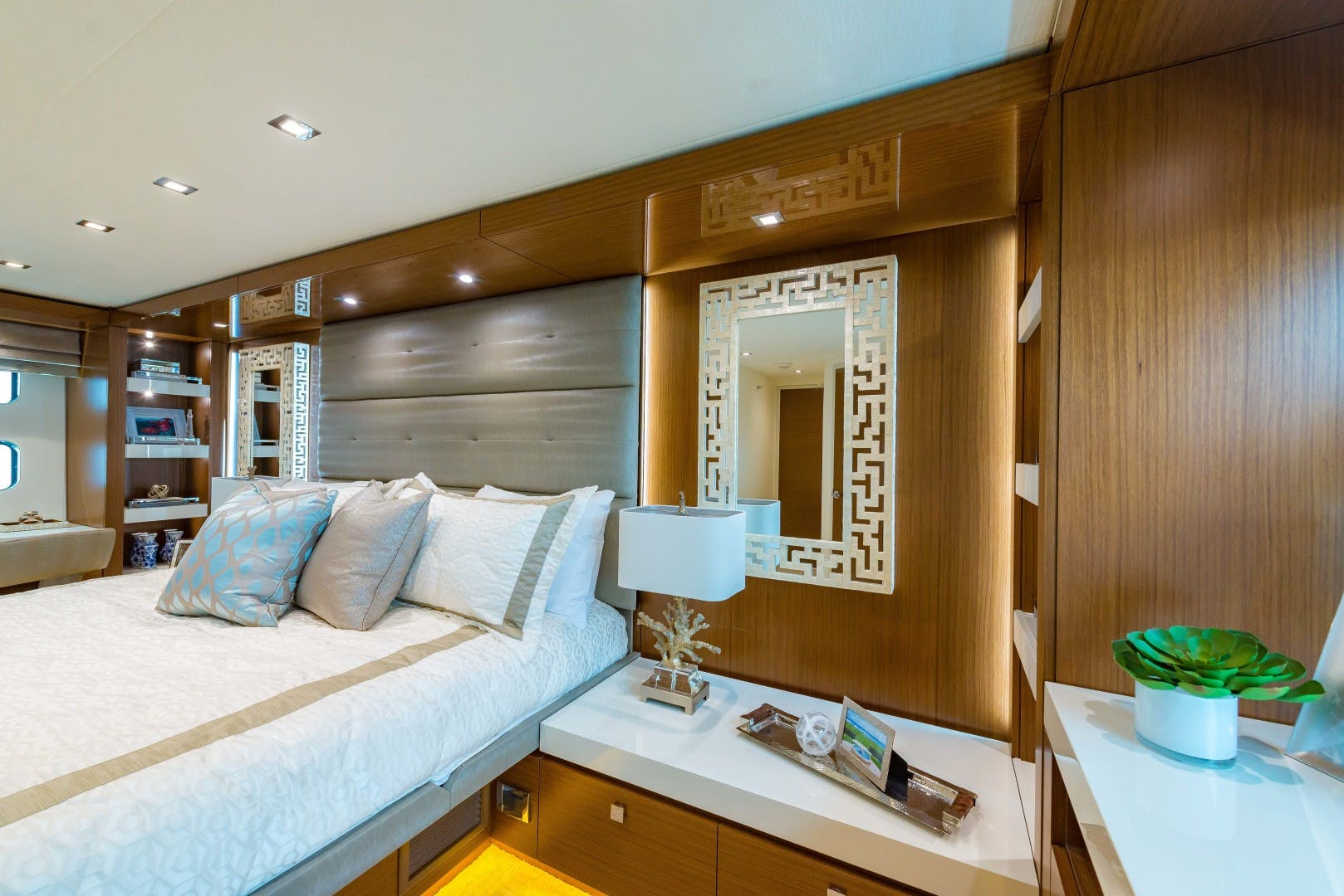 2021 Hatteras 75' M75 NEW BUILD M75 2021 M75TBD21 | Picture 6 of 32