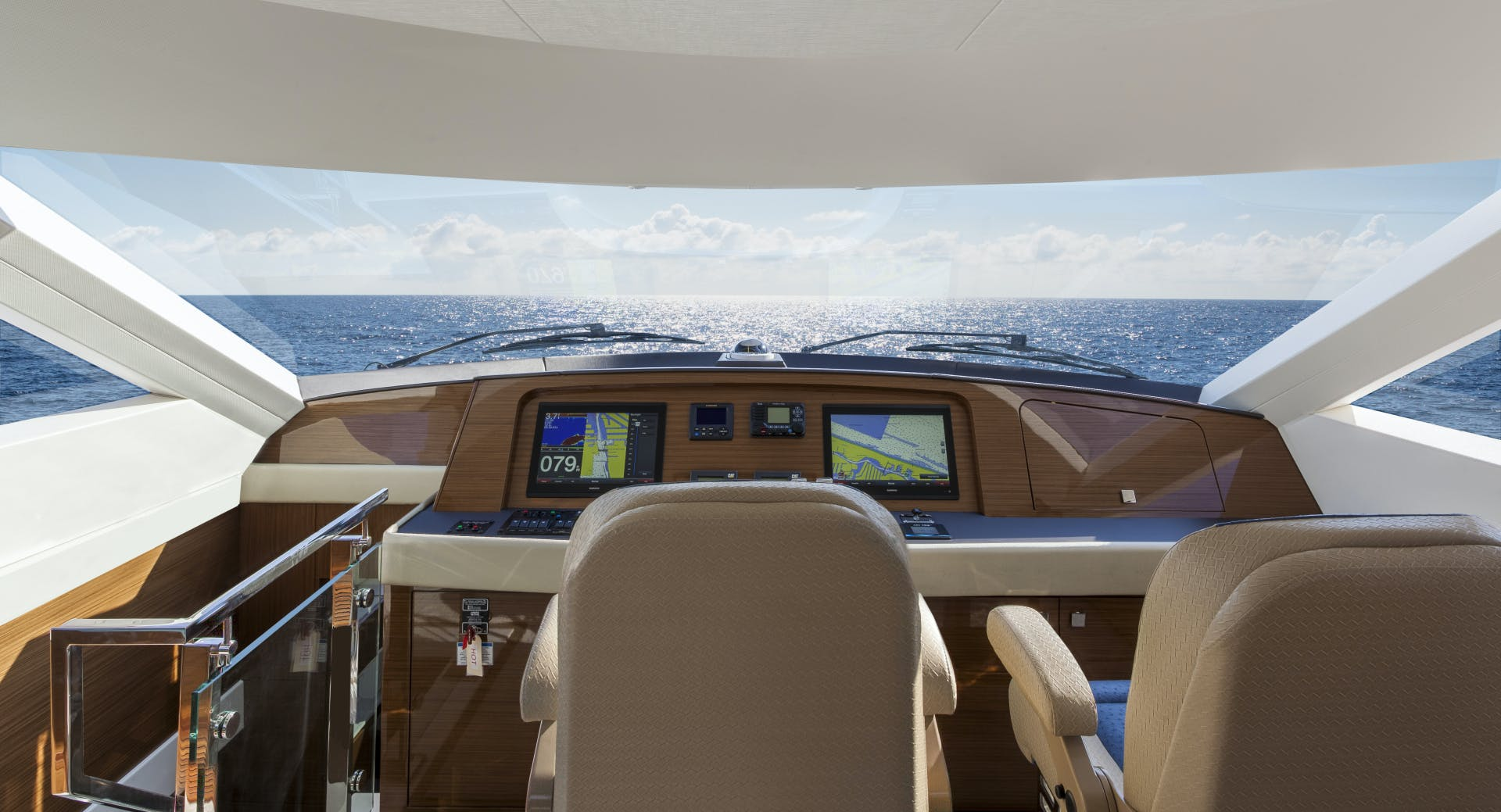 2021 Hatteras 75' M75 NEW BUILD M75 2021 M75TBD21 | Picture 1 of 32