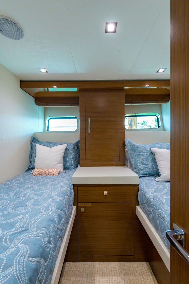 2021 Hatteras 75' M75 NEW BUILD M75 2021 M75TBD21 | Picture 5 of 32