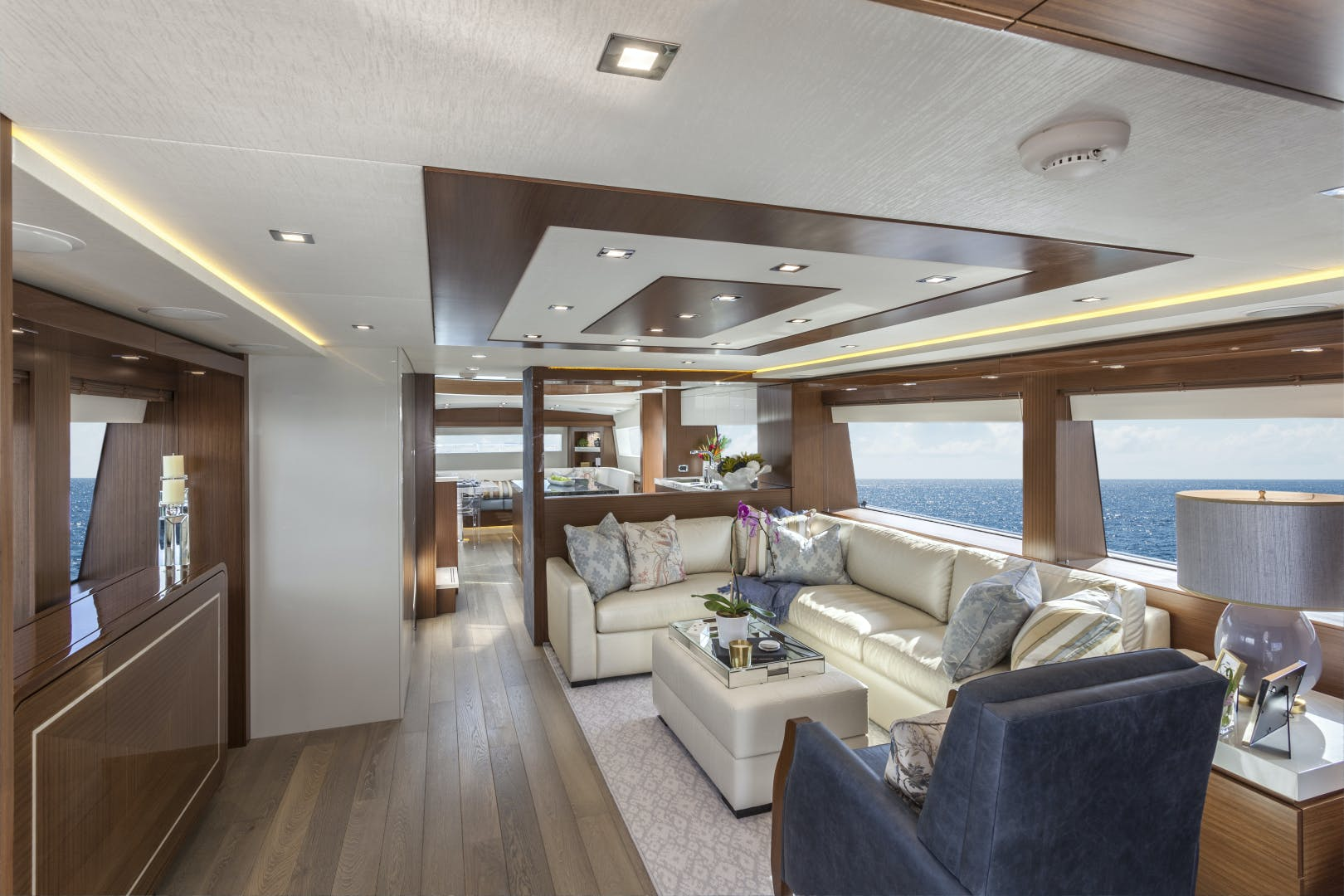 2021 Hatteras 75' M75 NEW BUILD M75 2021 M75TBD21 | Picture 3 of 32