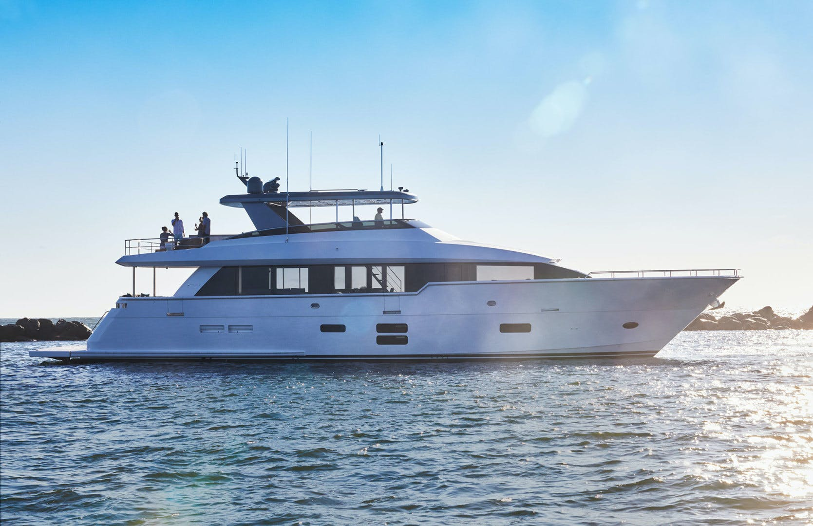 2021 Hatteras 90' M90 2021 NEW BUILD | Picture 3 of 36