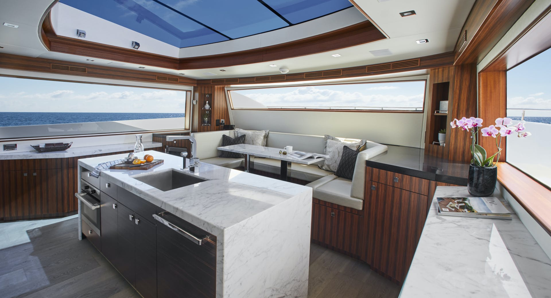 2021 Hatteras 90' M90 2021 NEW BUILD | Picture 4 of 36