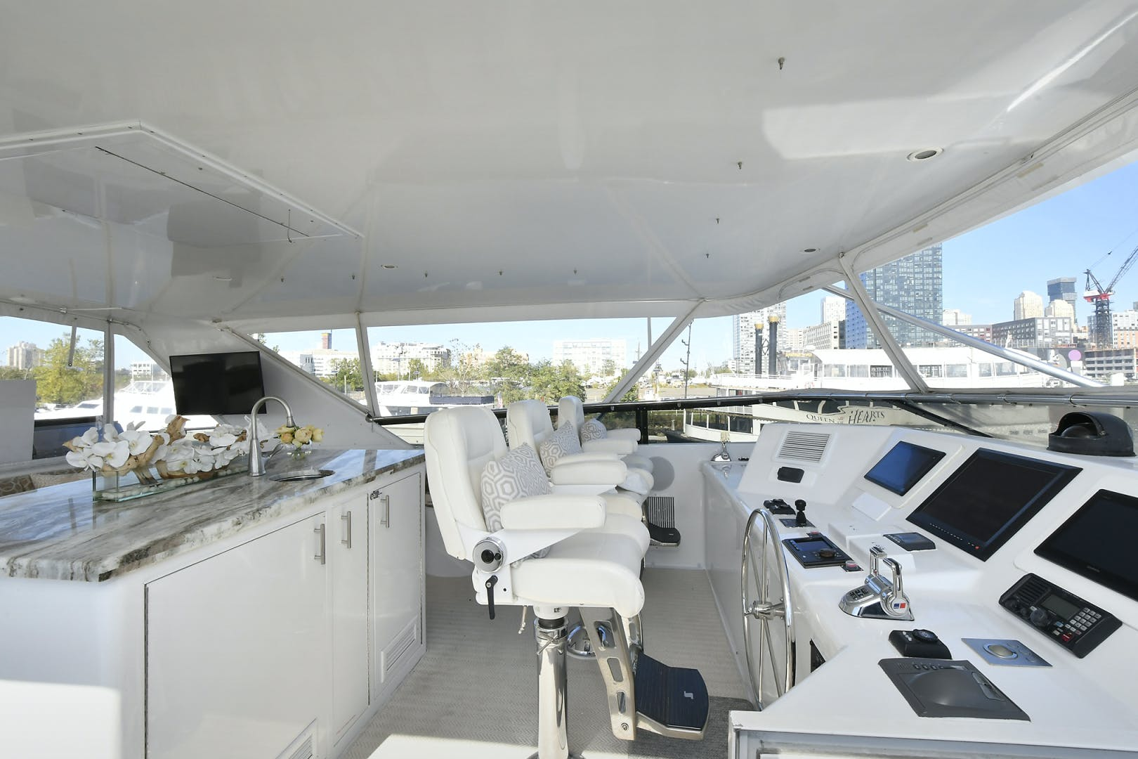 2005 Hatteras 100' 100 Motor Yacht Avanti | Picture 4 of 111