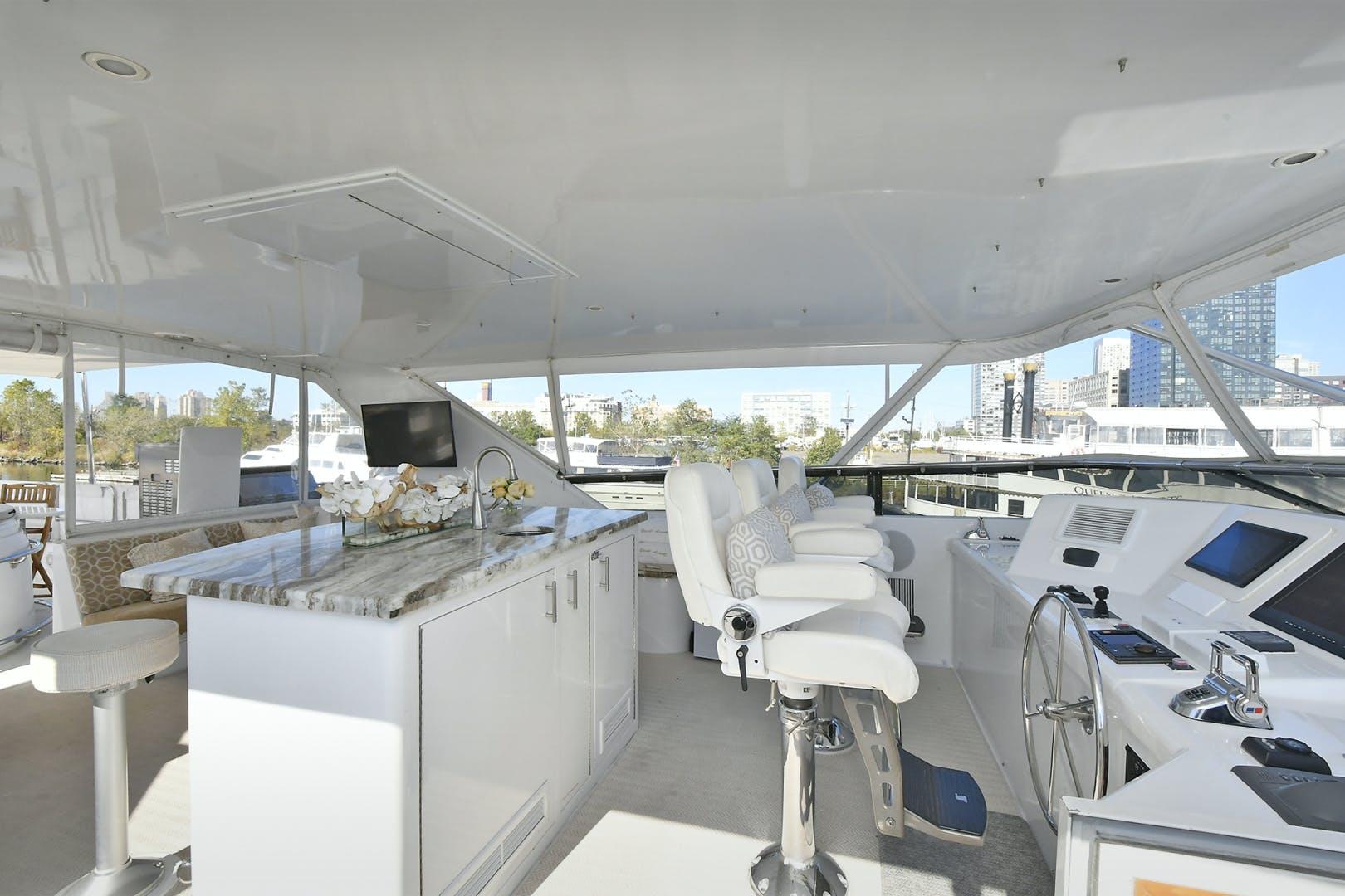 2005 Hatteras 100' 100 Motor Yacht Avanti | Picture 2 of 111