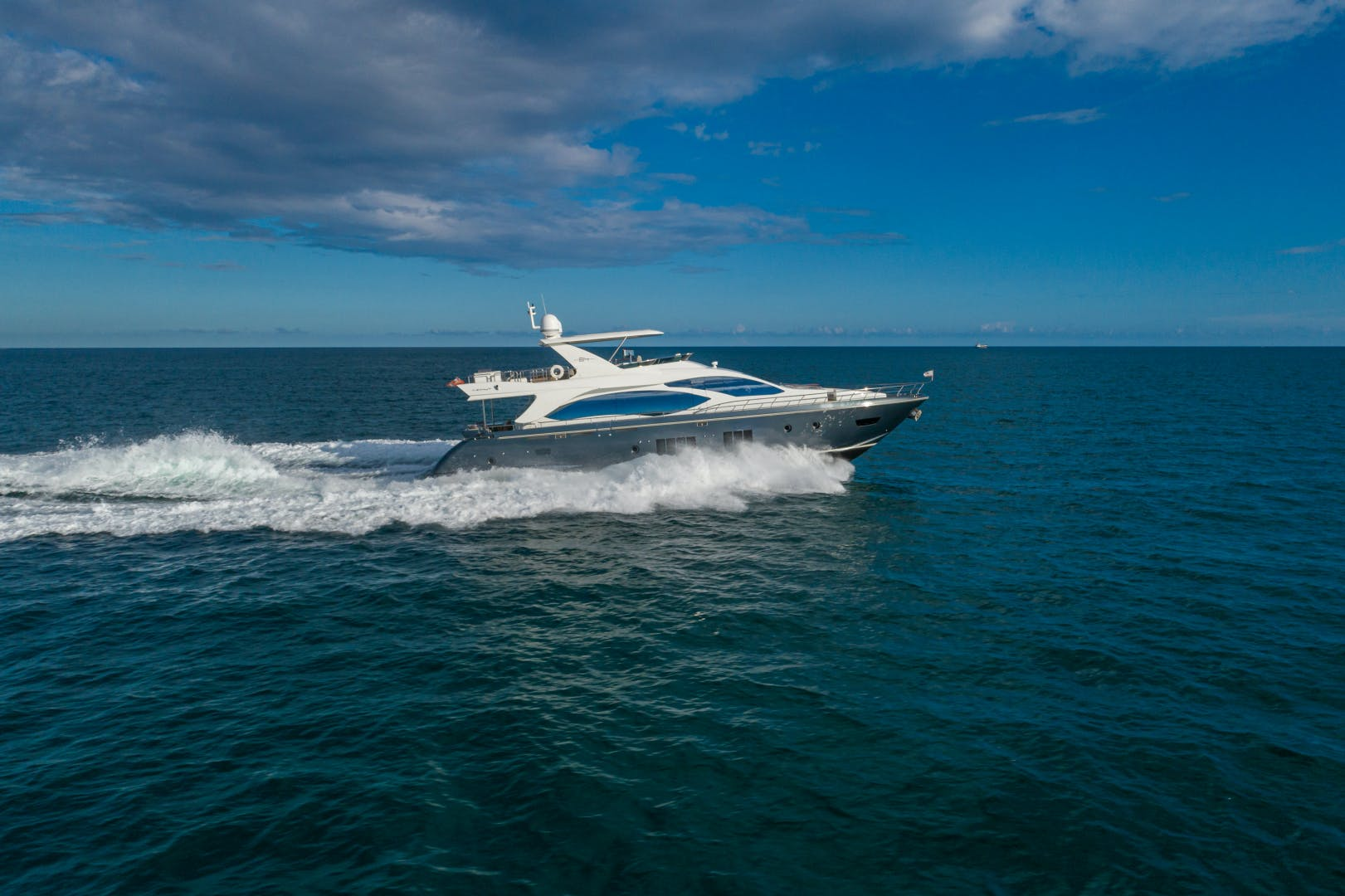 2016 Azimut 84' 84 Motor Yacht  | Picture 2 of 83