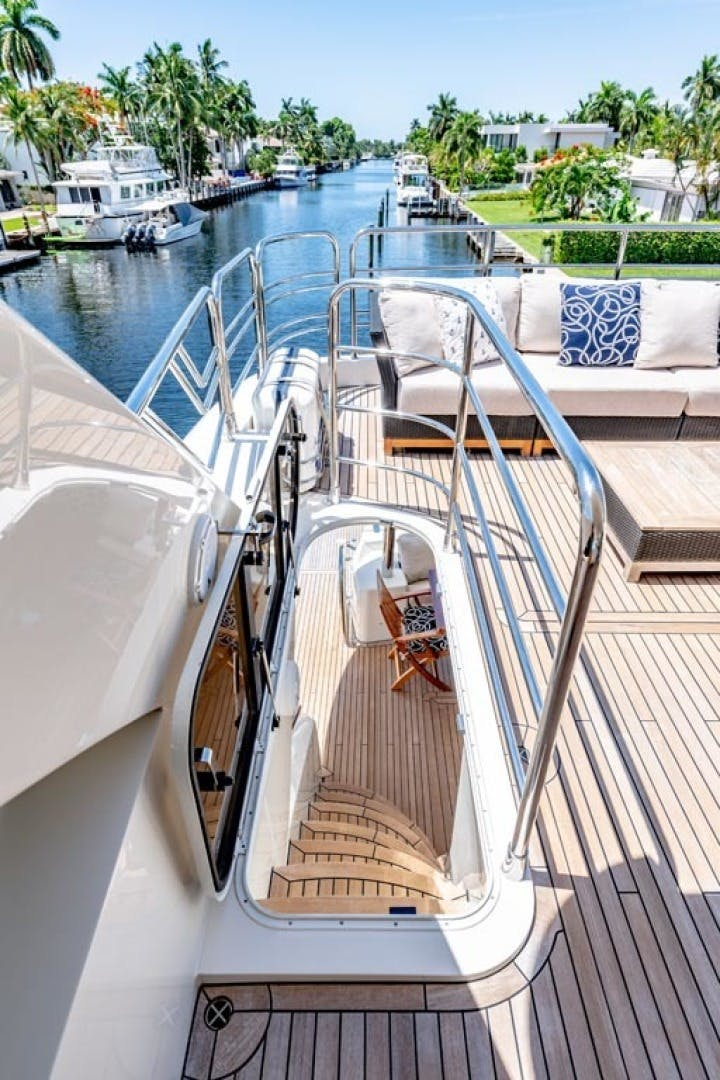 2014 Sunseeker 88' Motor Yacht Full Circle   Picture 1 of 47