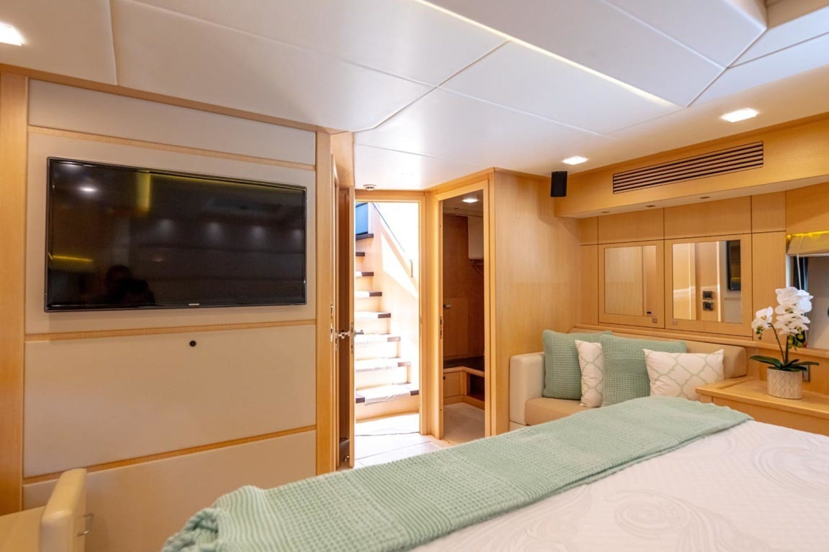 2014 Sunseeker 88' Motor Yacht Full Circle   Picture 7 of 47