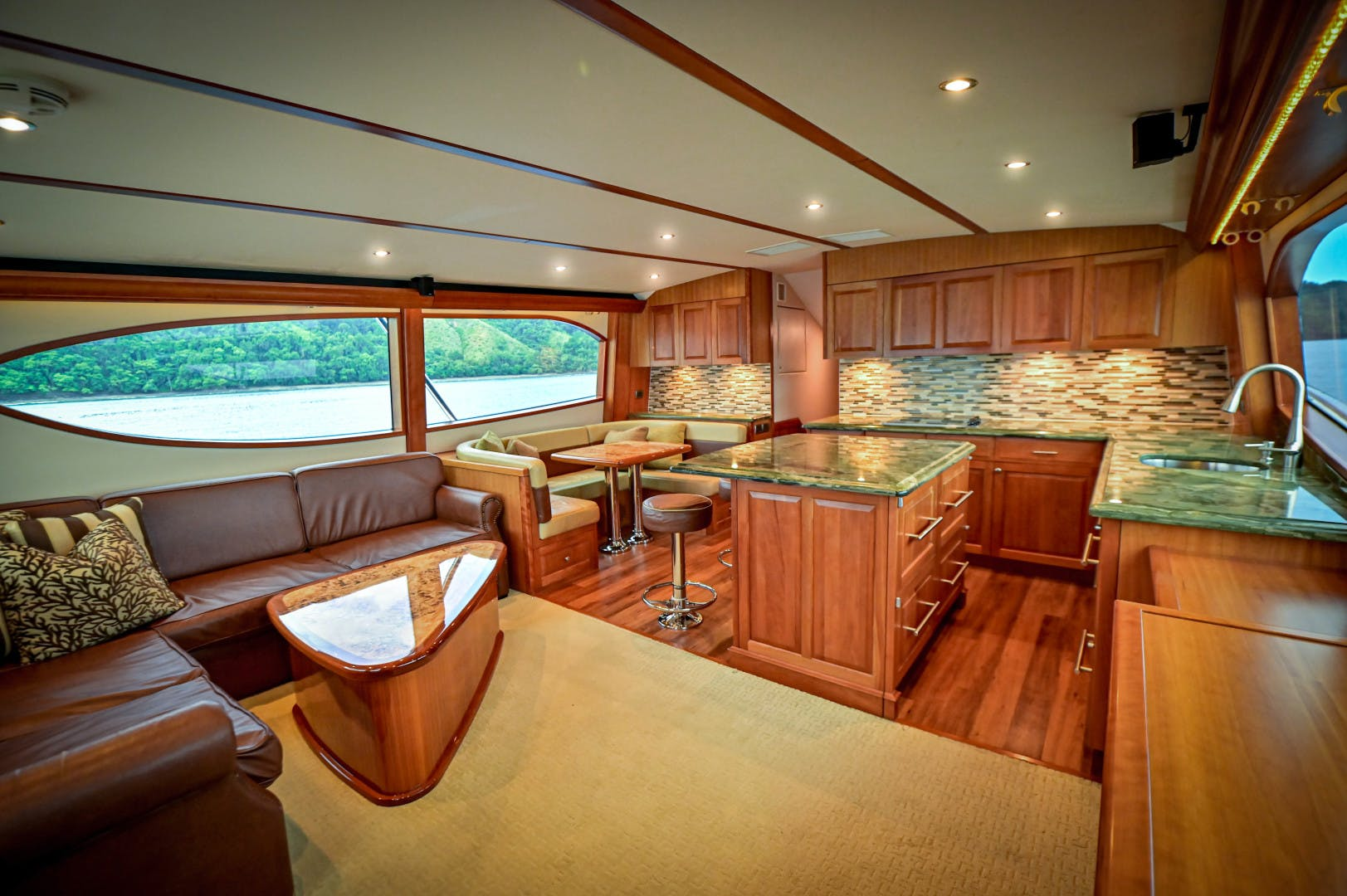 2012 Hatteras 63' 63 GT Fish Tank | Picture 5 of 110