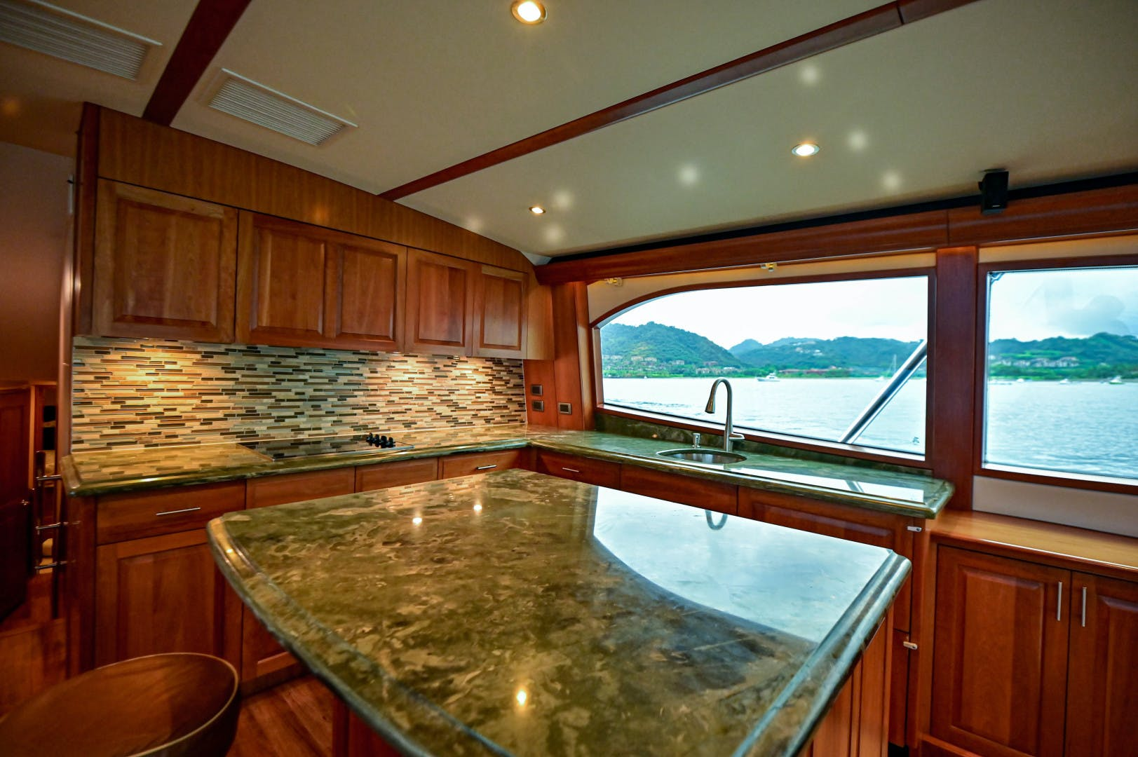 2012 Hatteras 63' 63 GT Fish Tank | Picture 8 of 110
