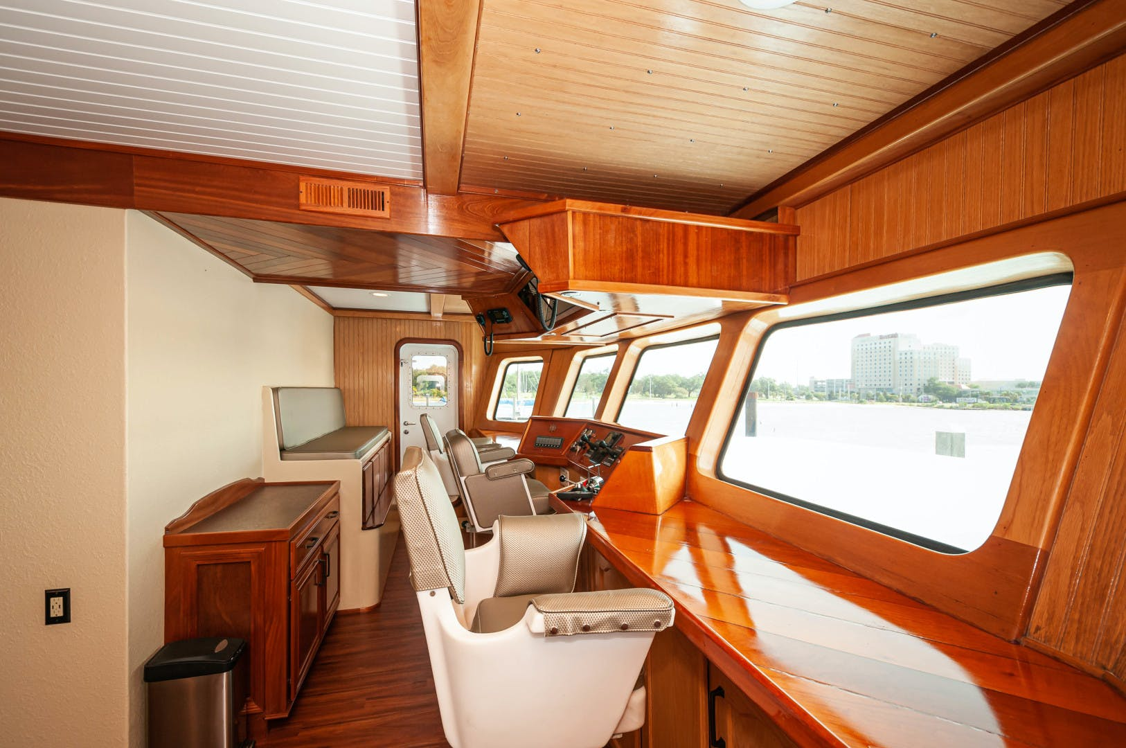 2016 Custom 106' 106 Houseboat Le Colby Jean | Picture 5 of 78