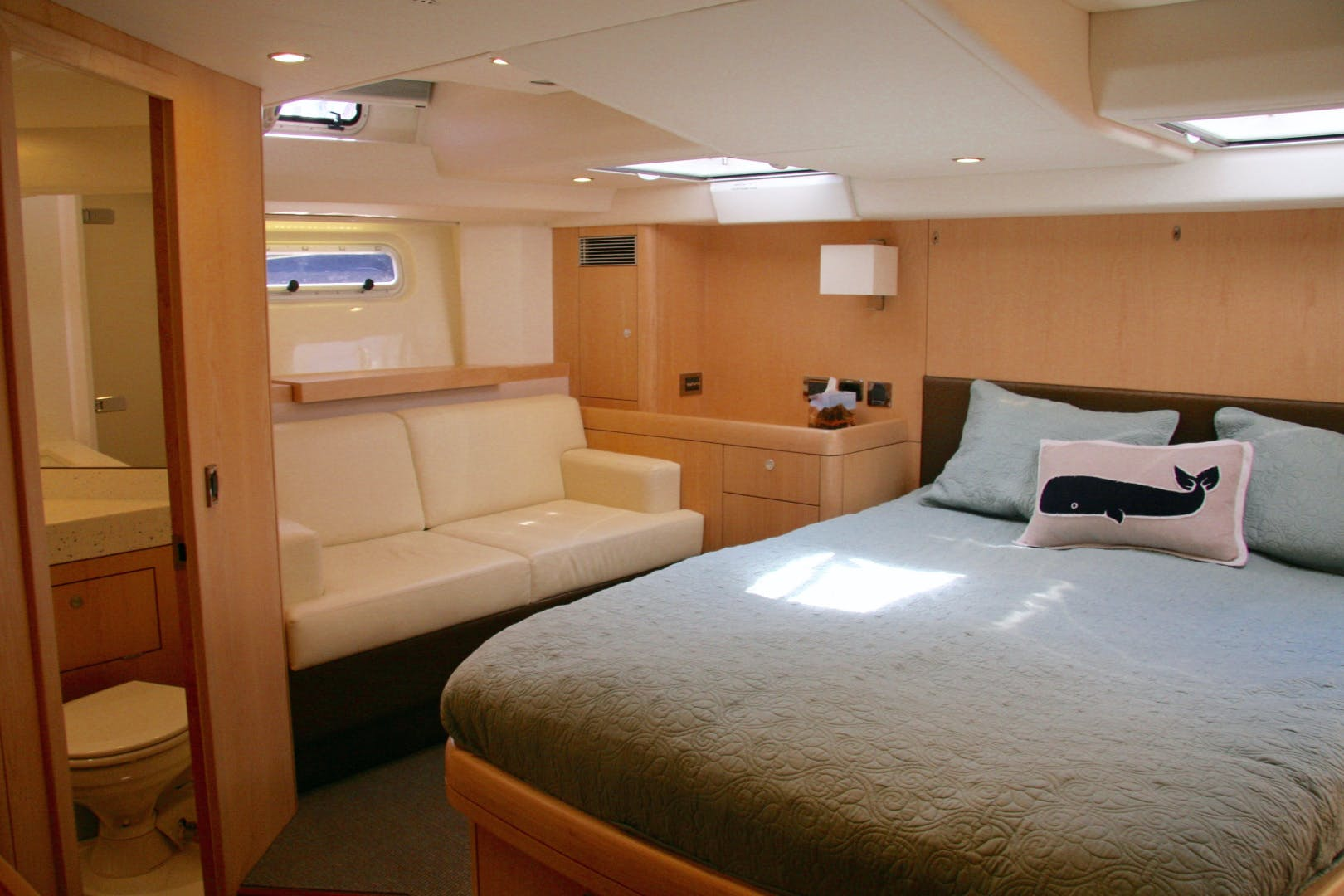 2011 Oyster 63' 625 Deck Saloon BANDIDO | Picture 8 of 38
