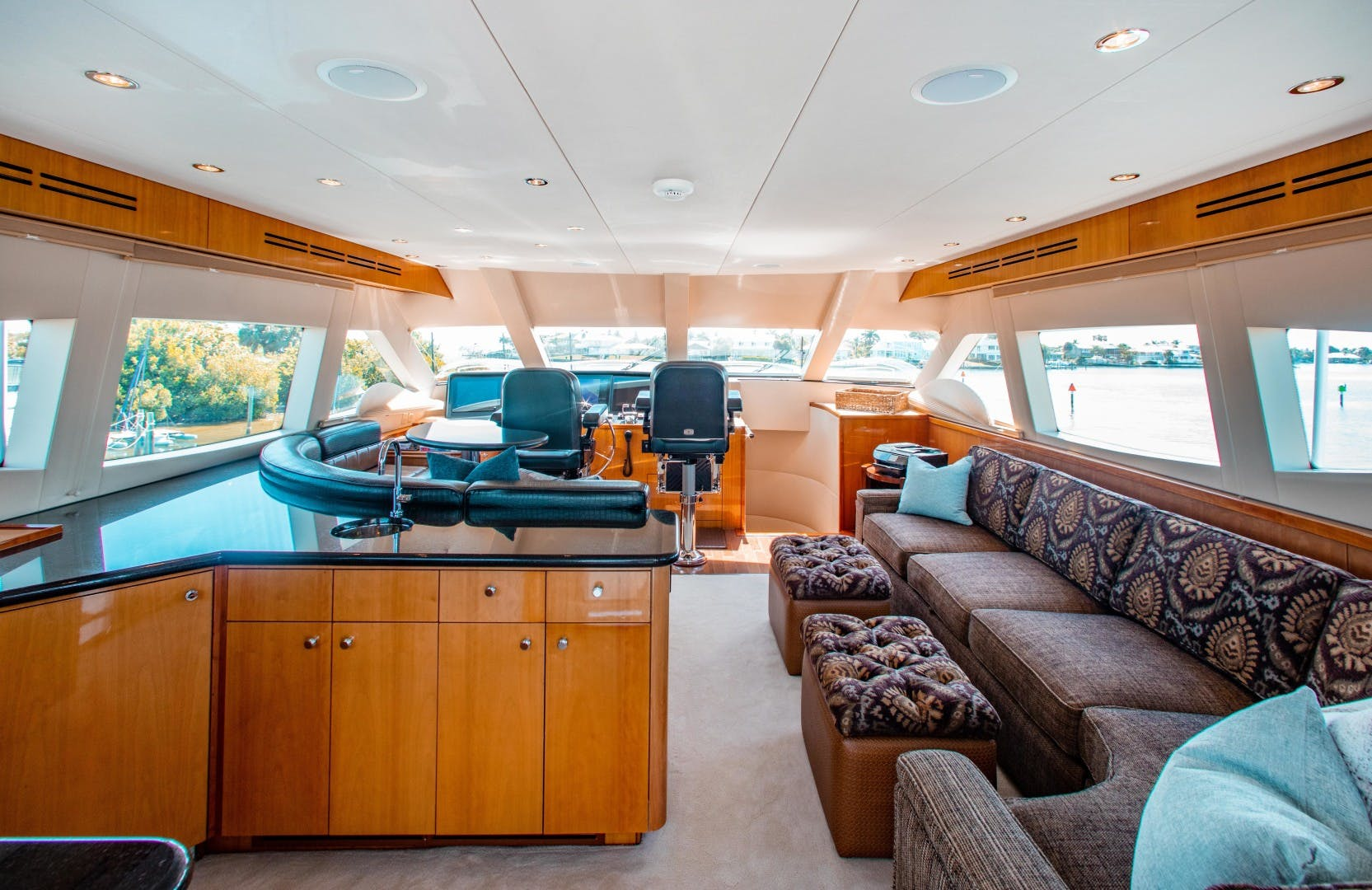 2008 Hatteras 80' 80 Motor Yacht Galati Yacht Sales Trade   Picture 1 of 67