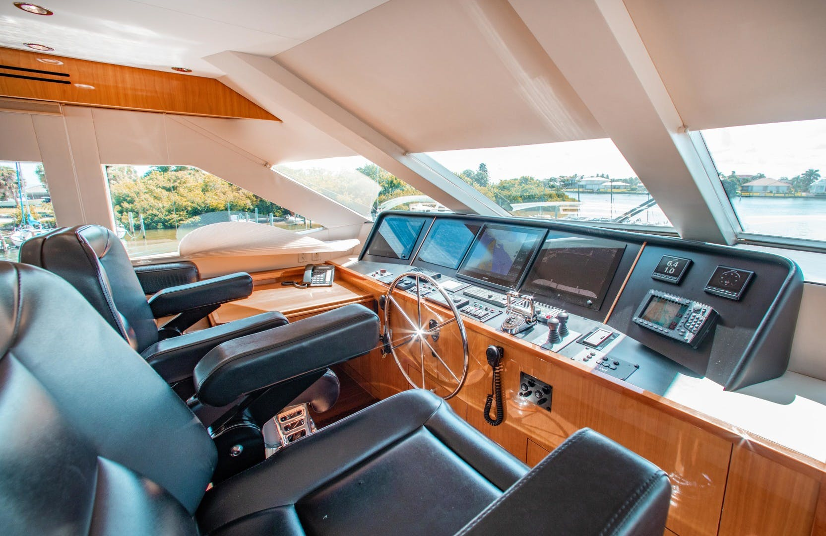 2008 Hatteras 80' 80 Motor Yacht Galati Yacht Sales Trade   Picture 6 of 67