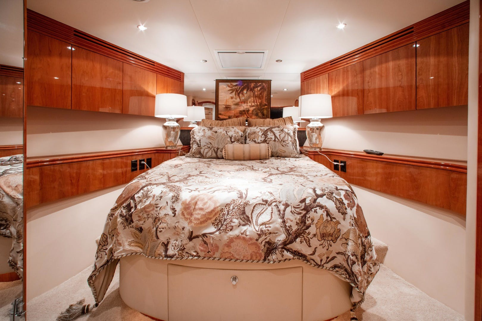 2008 Hatteras 80' 80 Motor Yacht Galati Yacht Sales Trade   Picture 7 of 67