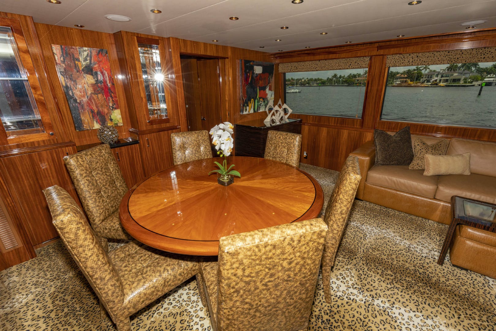 2009 Hatteras 72' Enclosed Bridge, 4 stateroom, CATS PANACEA | Picture 8 of 88
