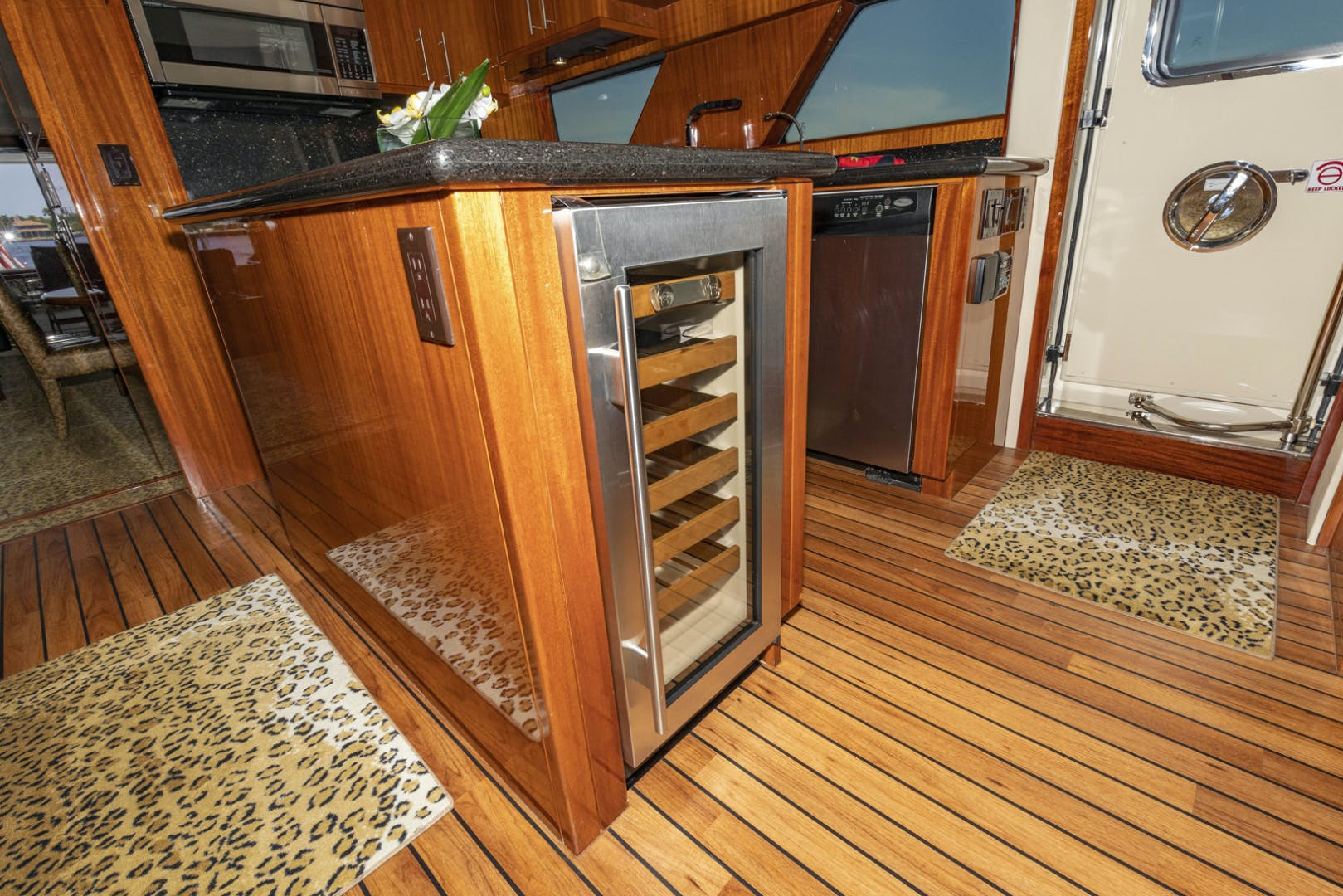 2009 Hatteras 72' Enclosed Bridge, 4 stateroom, CATS PANACEA | Picture 7 of 88