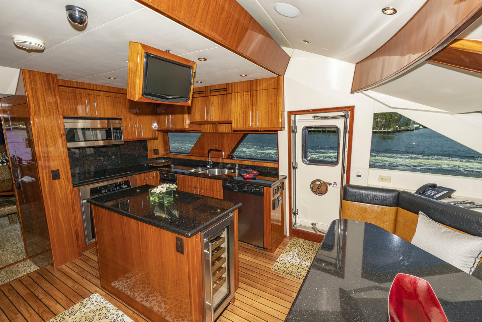 2009 Hatteras 72' Enclosed Bridge, 4 stateroom, CATS PANACEA | Picture 6 of 88