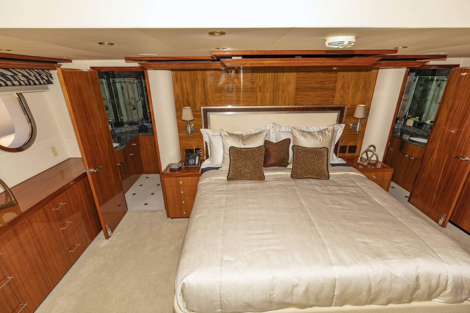 2009 Hatteras 72' Enclosed Bridge, 4 stateroom, CATS PANACEA | Picture 3 of 88