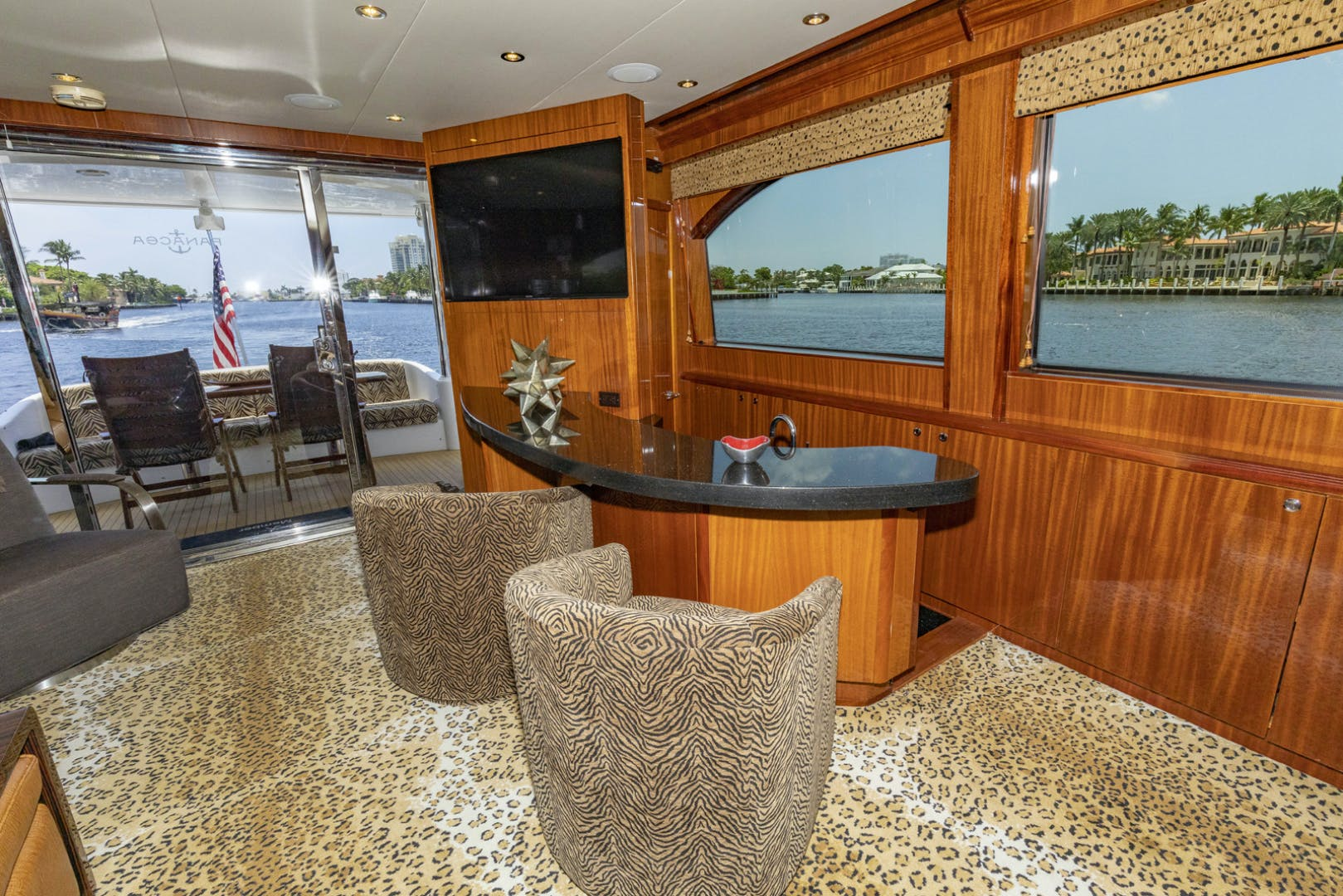 2009 Hatteras 72' Enclosed Bridge, 4 stateroom, CATS PANACEA | Picture 5 of 88