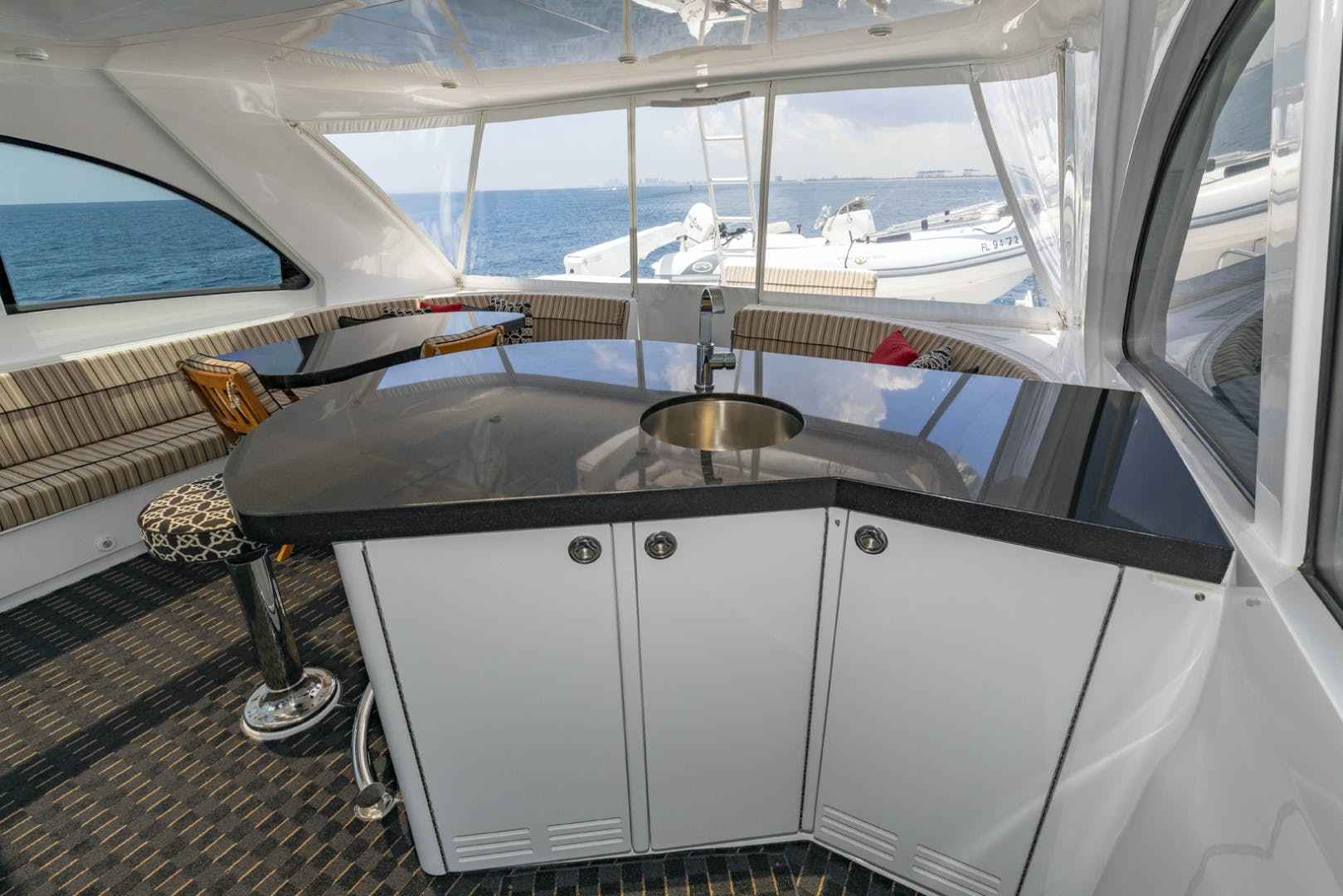 2009 Hatteras 72' Enclosed Bridge, 4 stateroom, CATS PANACEA | Picture 2 of 88