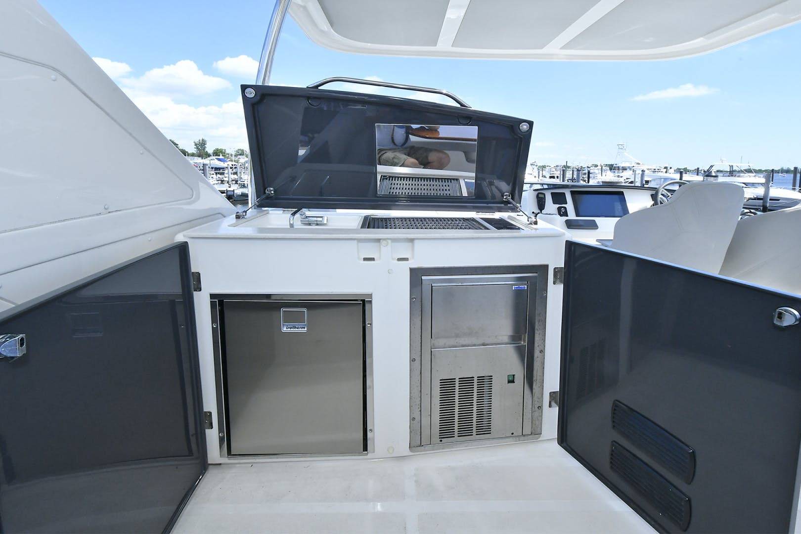 2019 Absolute 50' Fly   | Picture 7 of 57