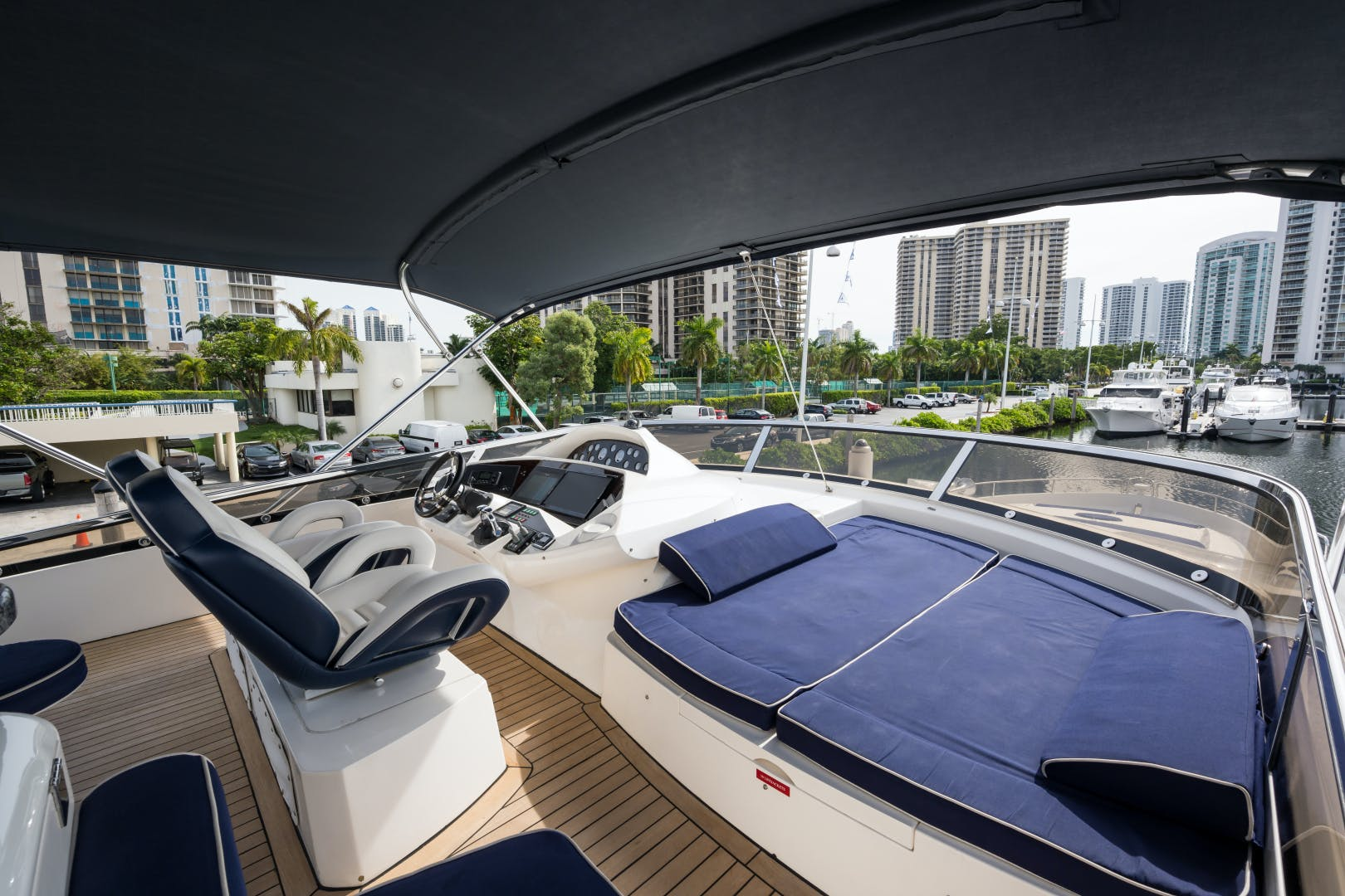 2004 Sunseeker 82' Yacht TOP GUN | Picture 6 of 56