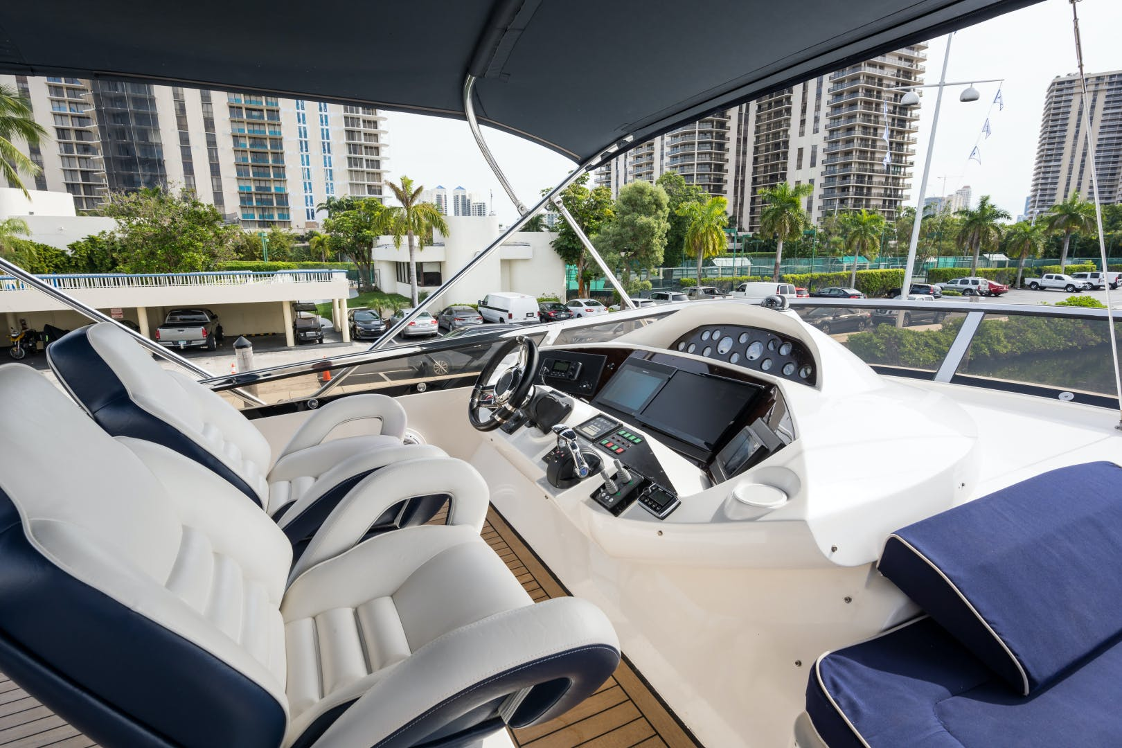 2004 Sunseeker 82' Yacht TOP GUN | Picture 7 of 56