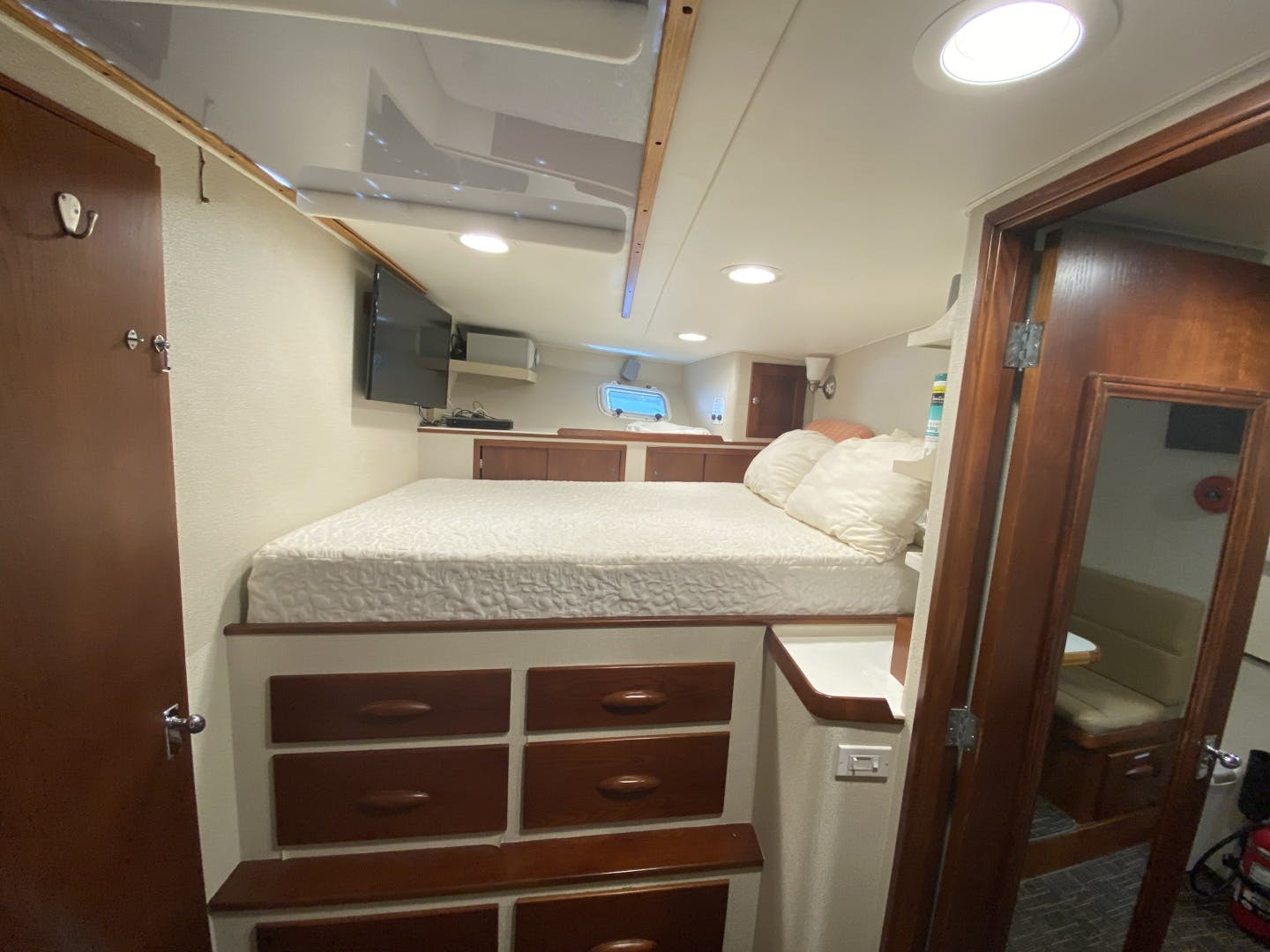 1980 Palmer Johnson 102' 102 Cockpit Motor Yacht Banyan | Picture 6 of 75