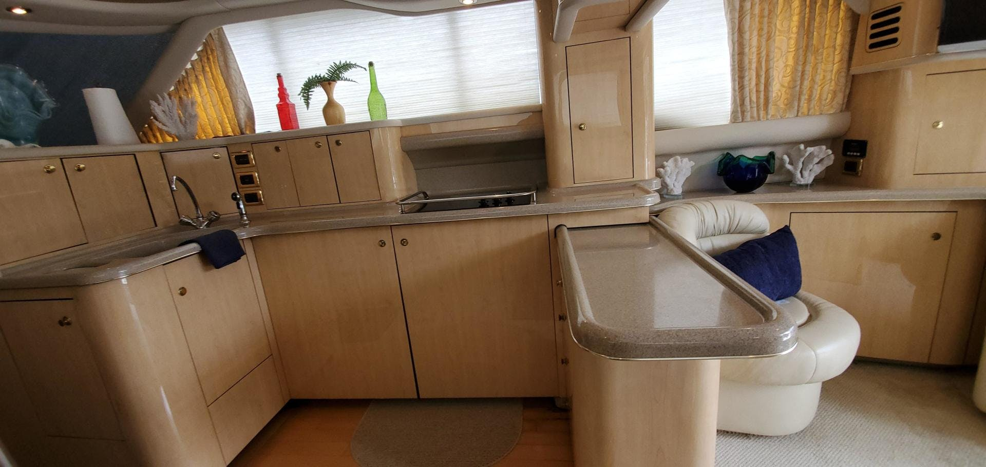 2001 Sea Ray 48'  HAPPY ENDING  | Picture 8 of 93