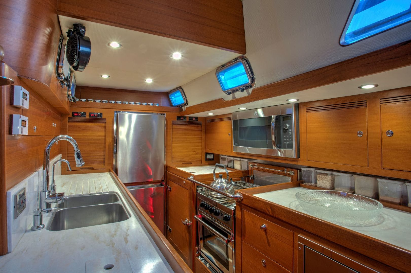 2015 Hylas 70' 70 Innisfree | Picture 3 of 36