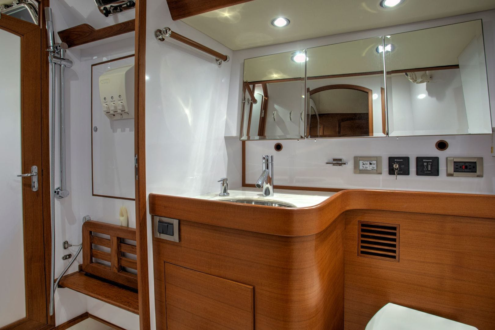 2015 Hylas 70' 70 Innisfree | Picture 8 of 36