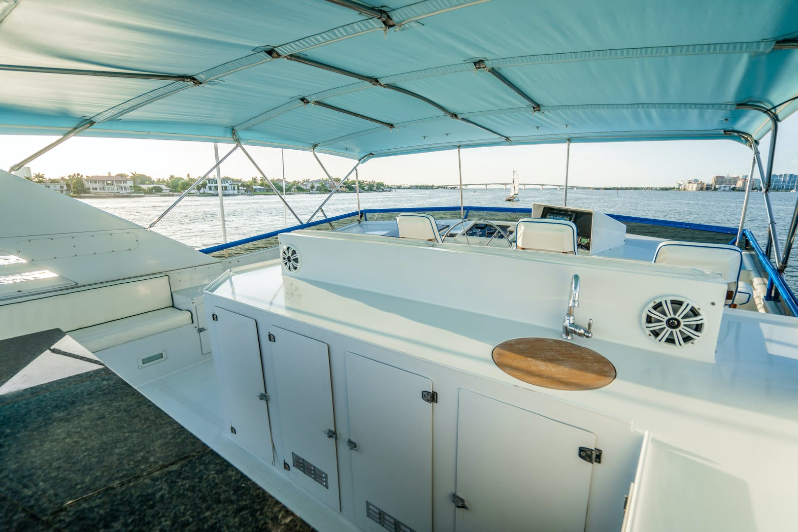 1987 Broward 100' 100 Raised Pilot House Center Ring | Picture 6 of 92