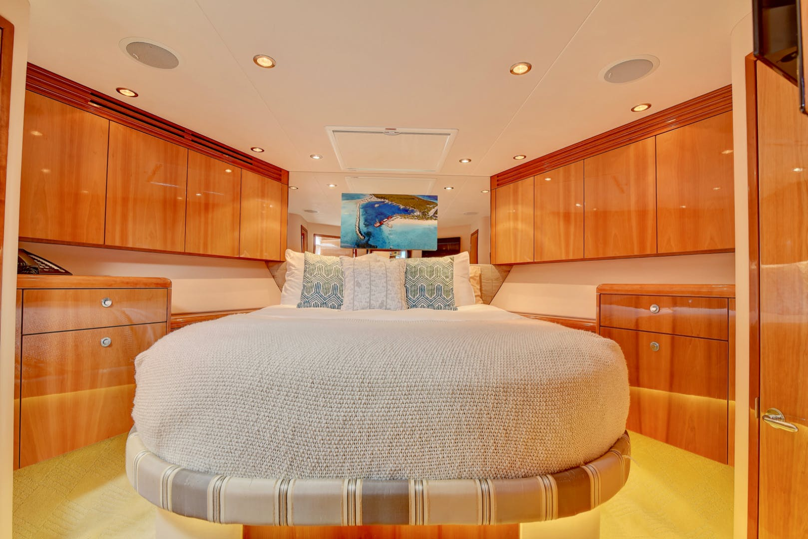 2008 Hatteras 68' 68 Done Deal | Picture 1 of 51
