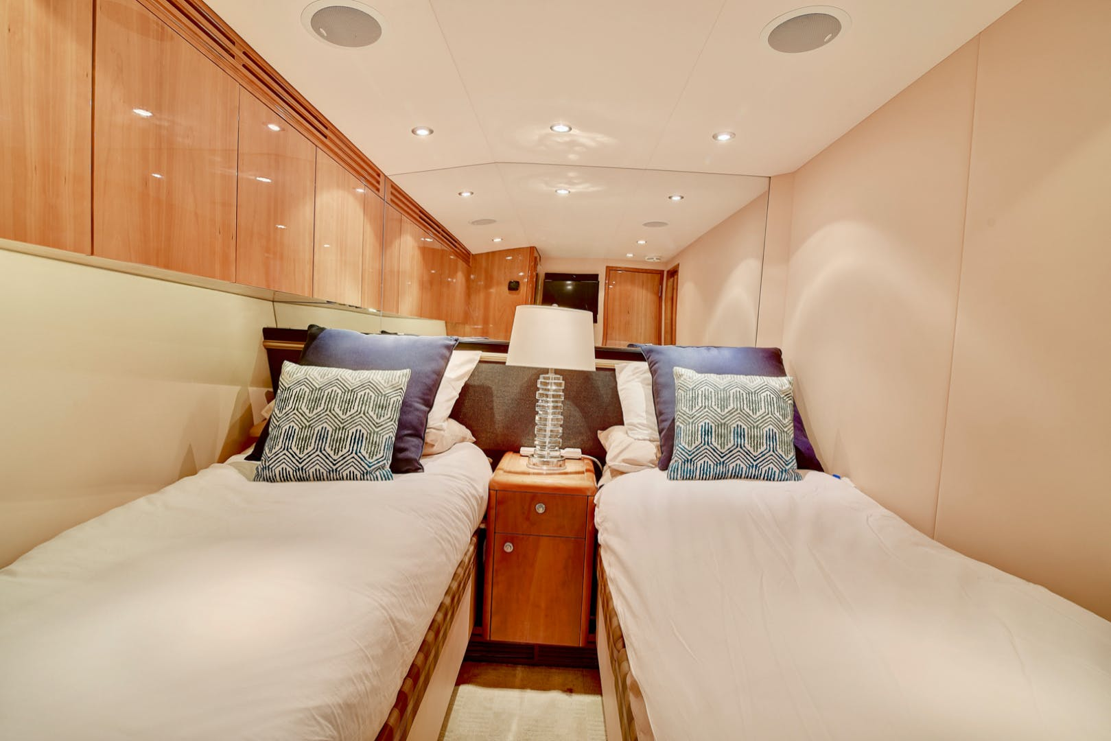 2008 Hatteras 68' 68 Done Deal | Picture 7 of 51