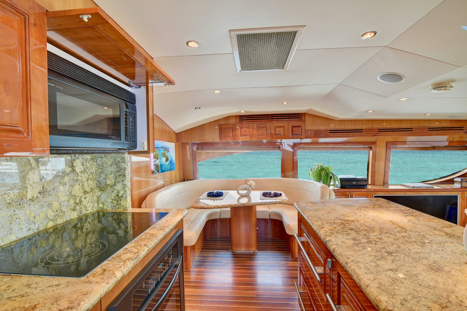 2008 Hatteras 68' 68 Done Deal | Picture 6 of 51