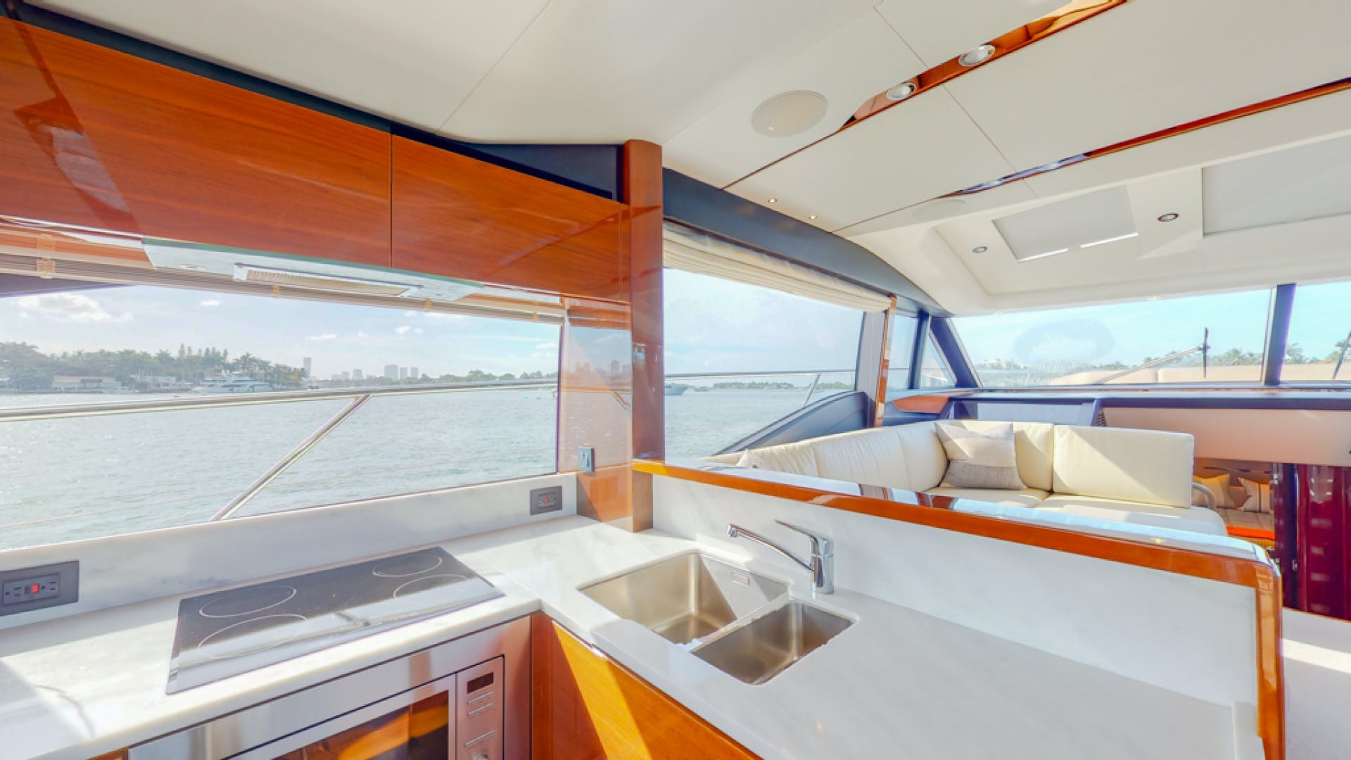 2018 Princess 65'  THAI R UP | Picture 2 of 33