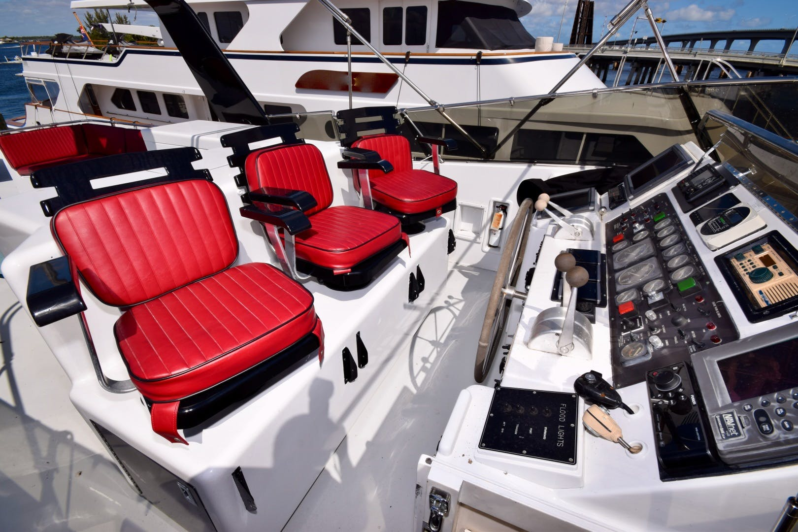 1989 Hatteras 78'   | Picture 8 of 15