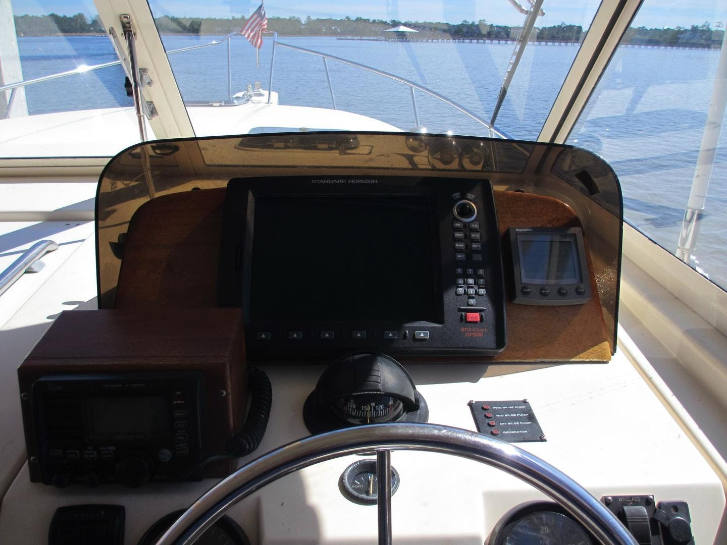 2004 Mainship 34'   | Picture 3 of 34