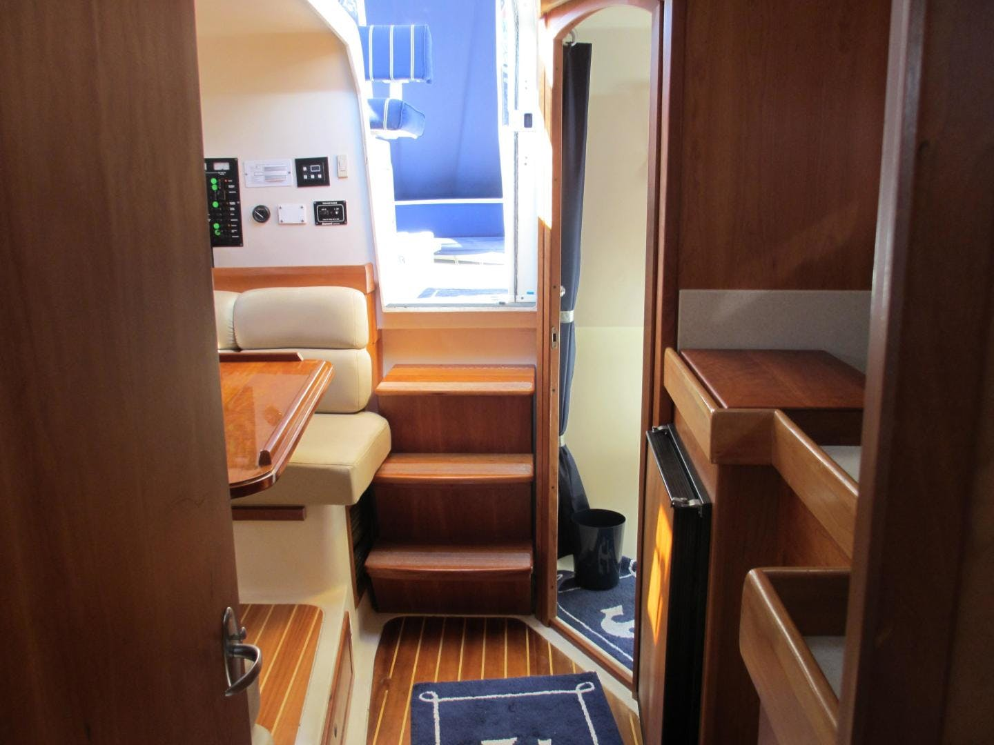 2004 Mainship 34'   | Picture 4 of 34