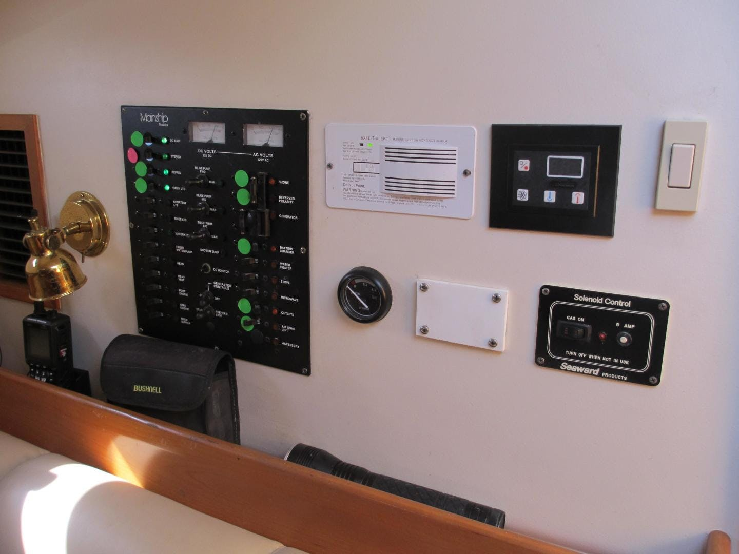 2004 Mainship 34'   | Picture 2 of 34