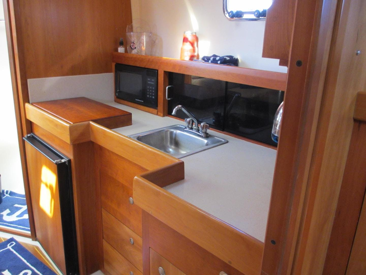 2004 Mainship 34'   | Picture 8 of 34