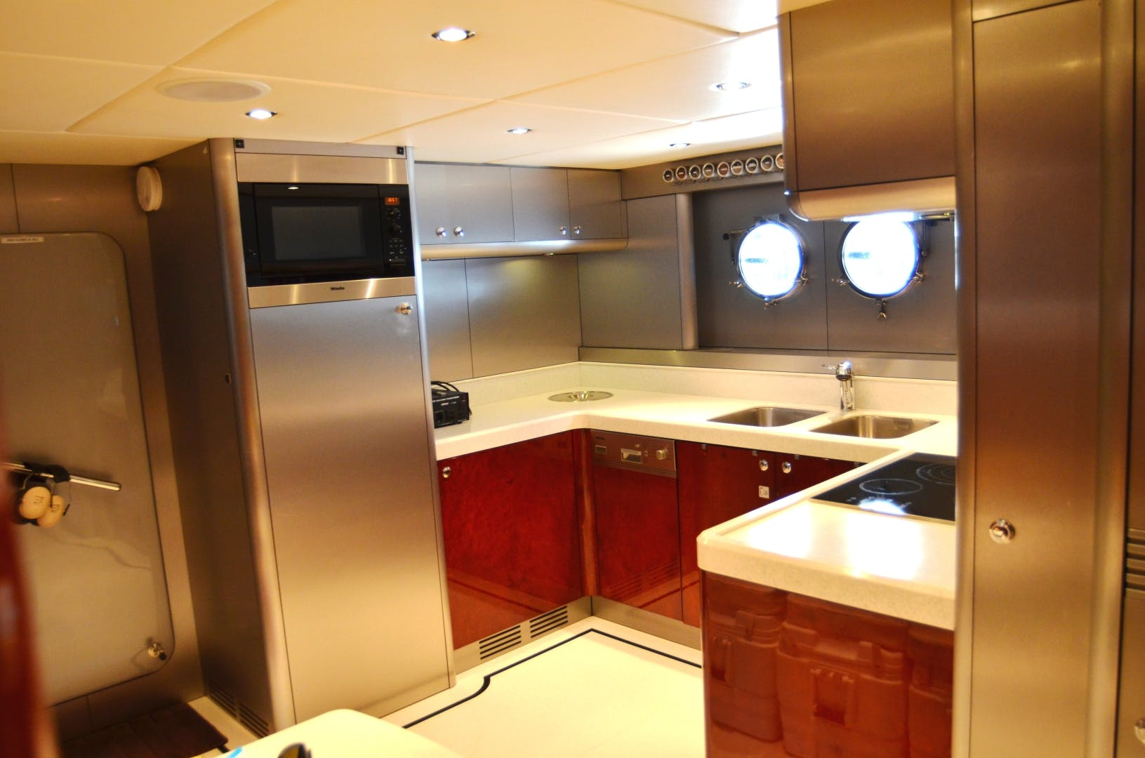 2007 Warren Yachts 87' Express Cruiser ANDIAMO | Picture 4 of 22