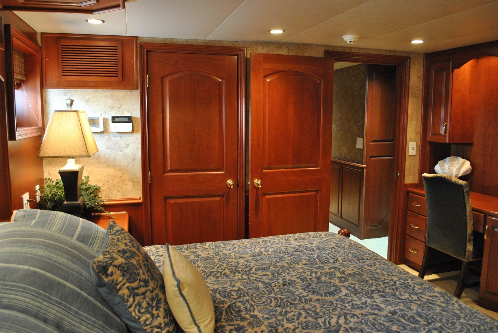 2006 Voyager 87' Tri-deck JENNY LYNNE   Picture 7 of 29