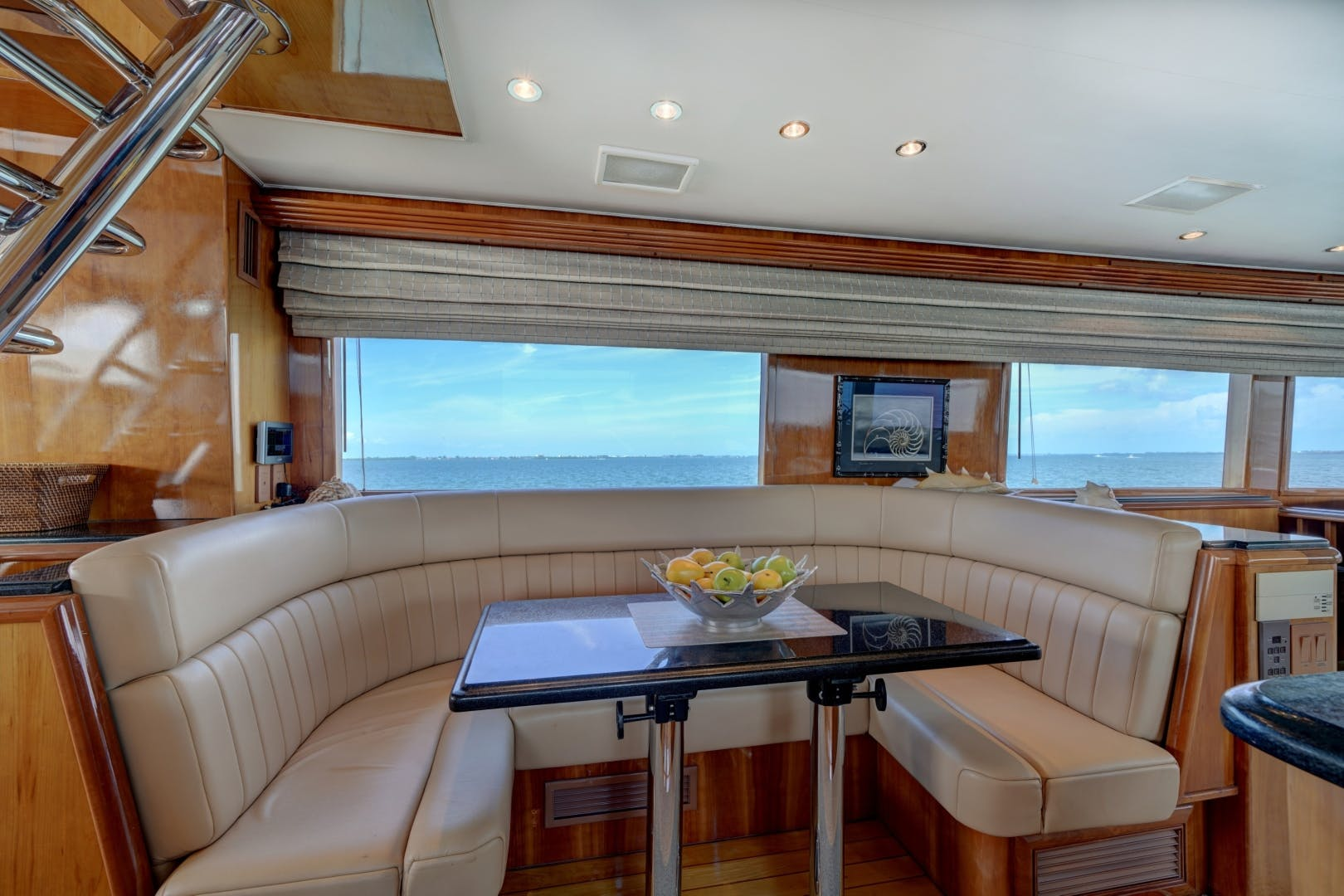 1999 Hatteras 74' 74 Sport Deck Motor  Yacht TRIX SEA | Picture 6 of 56