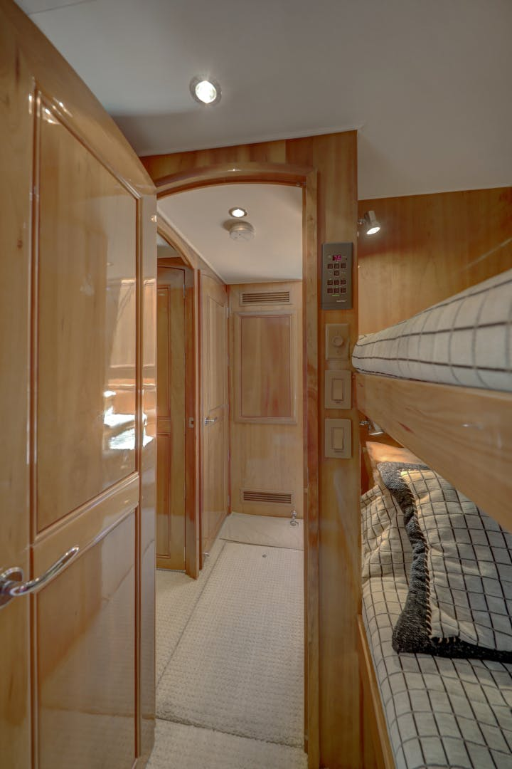 1999 Hatteras 74' 74 Sport Deck Motor  Yacht TRIX SEA | Picture 4 of 56