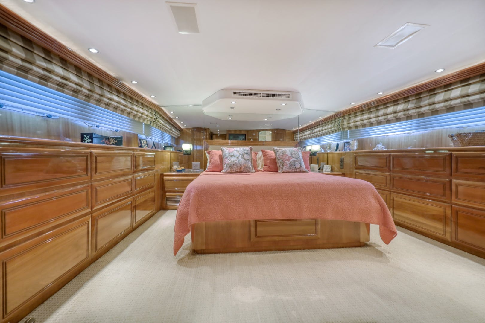 1999 Hatteras 74' 74 Sport Deck Motor  Yacht TRIX SEA | Picture 3 of 56