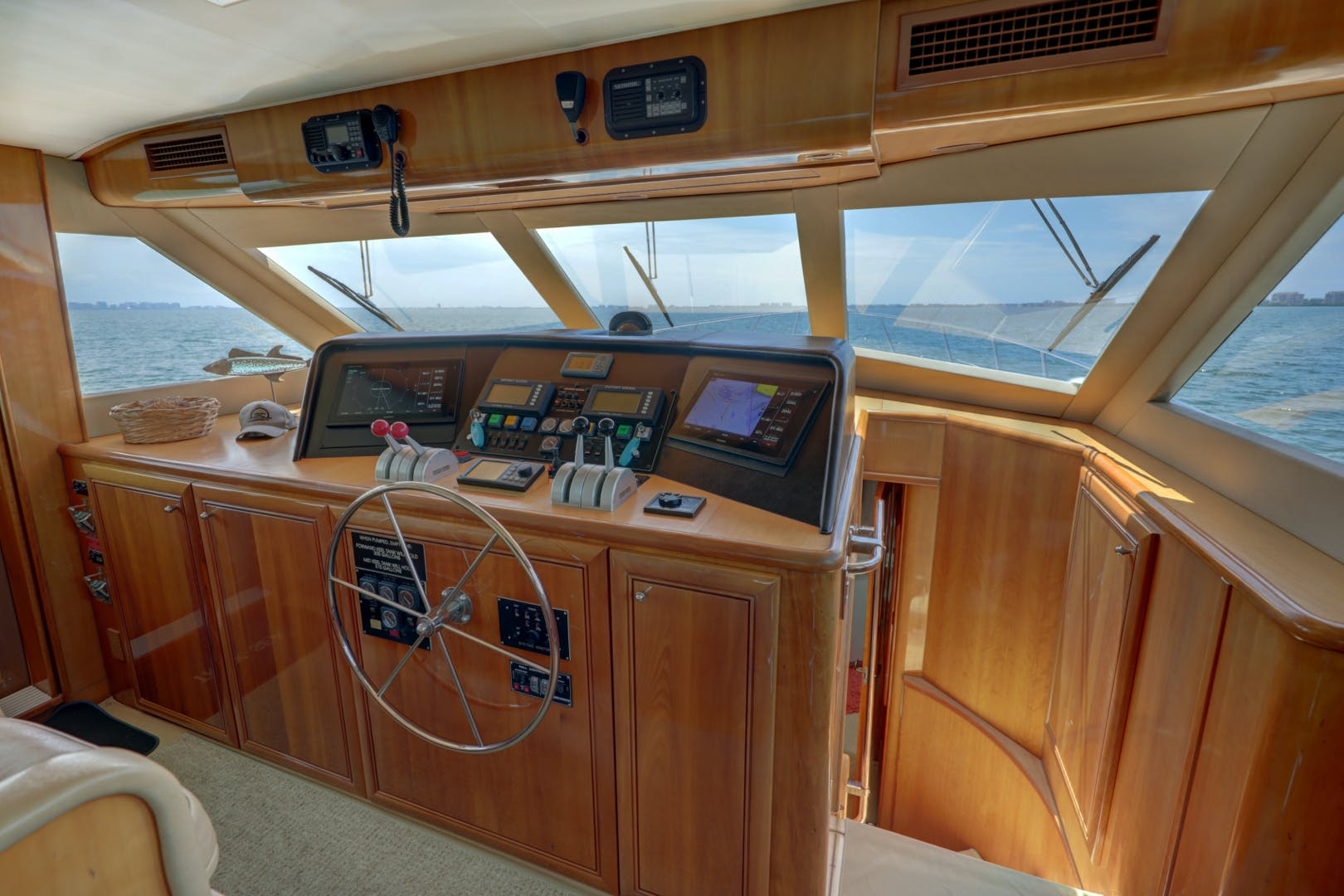 1999 Hatteras 74' 74 Sport Deck Motor  Yacht TRIX SEA | Picture 8 of 56