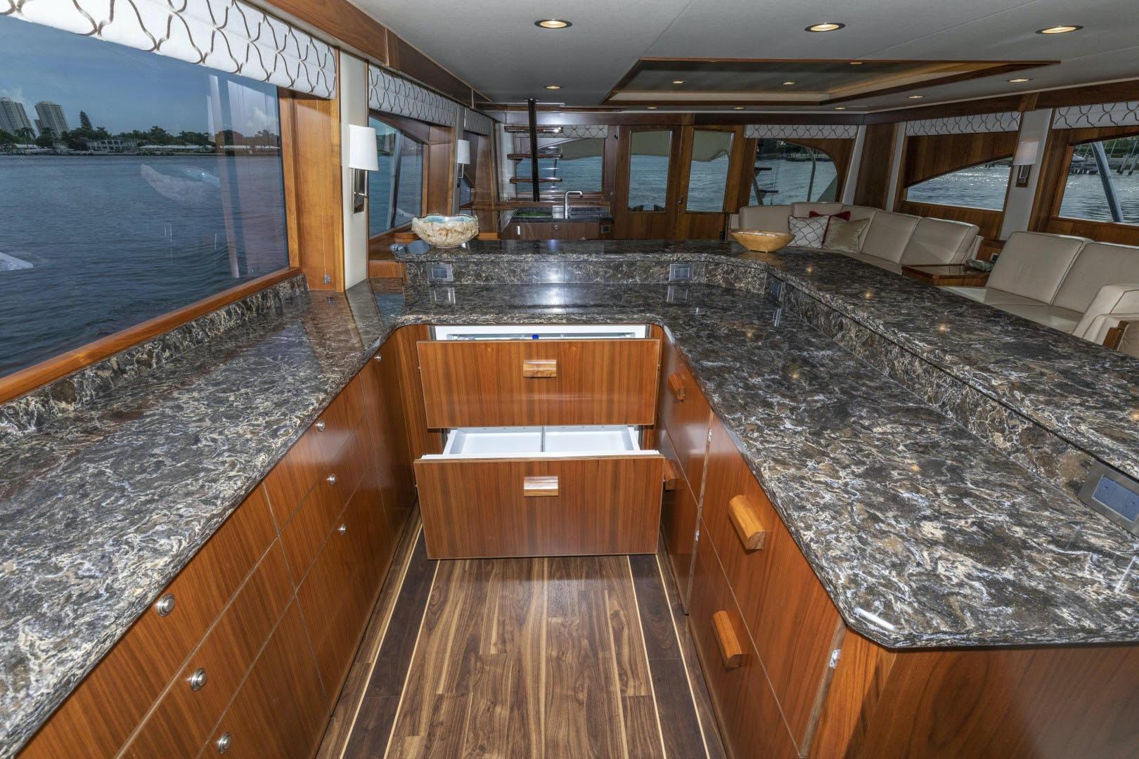 2016 Viking 92' Enclosed Bridge Sportfish Bella Dona Di | Picture 5 of 102
