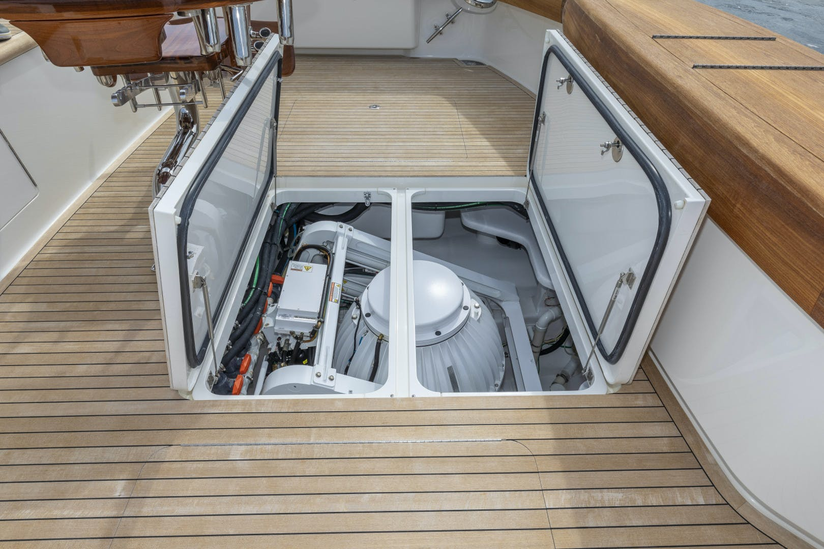 2016 Viking 92' Enclosed Bridge Sportfish Bella Dona Di | Picture 8 of 102